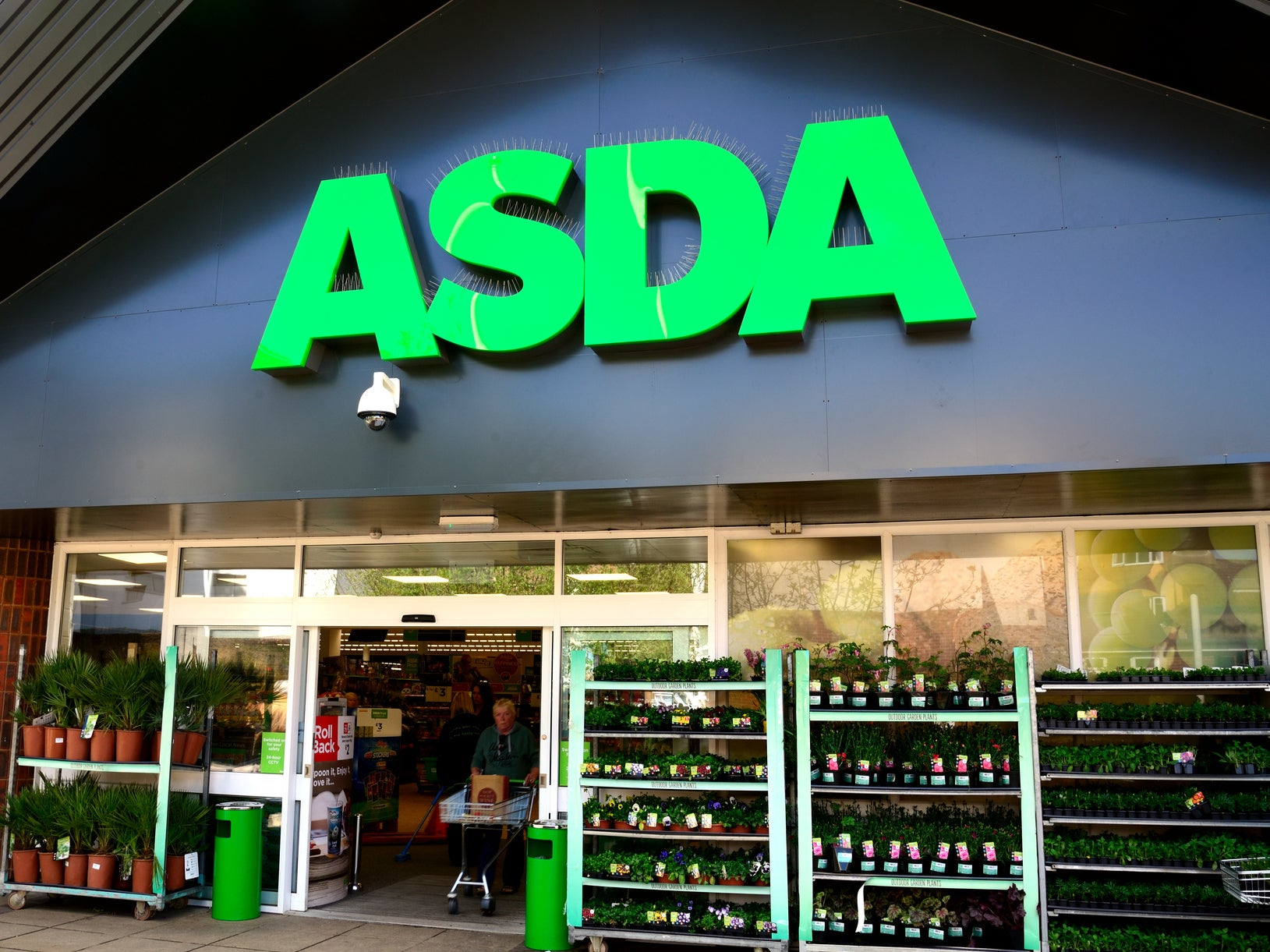 Thousands of ASDA employees could lose jobs in contract switch, unio…