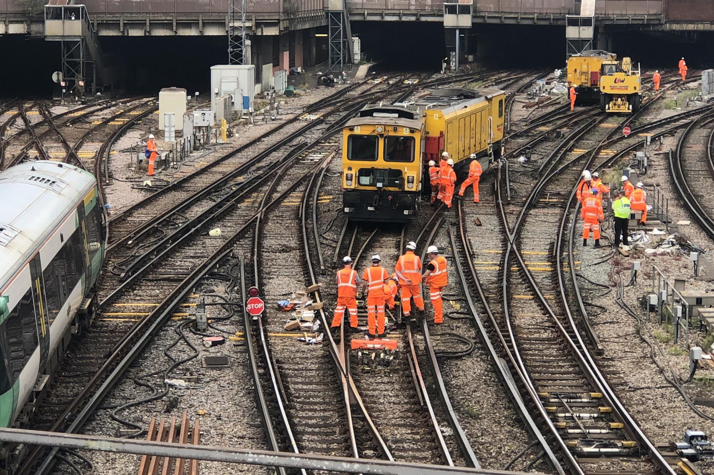 Rush-hour chaos at London Victoria station after train derails | The