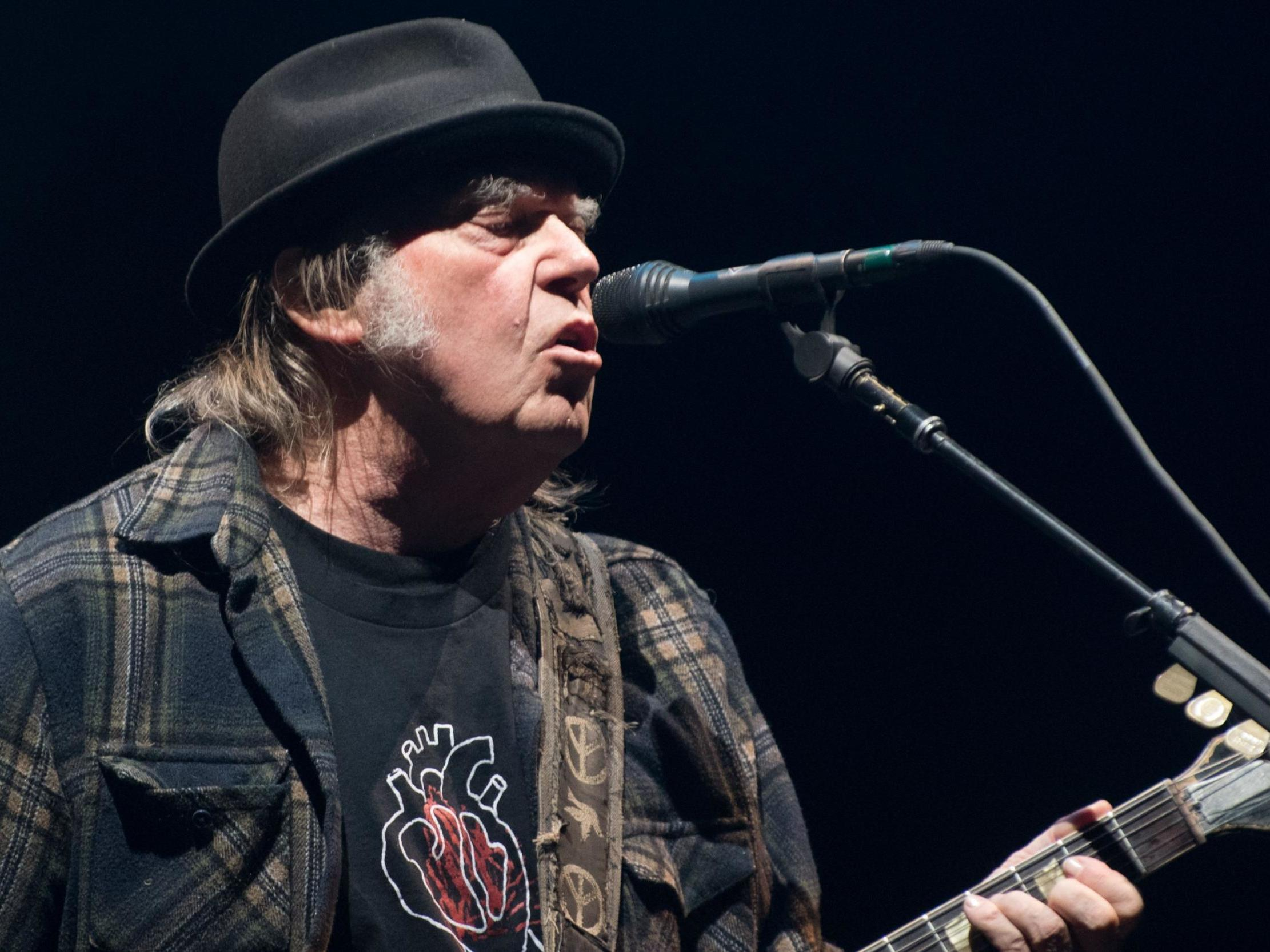 Neil Young's US citizenship delayed over cannabis use