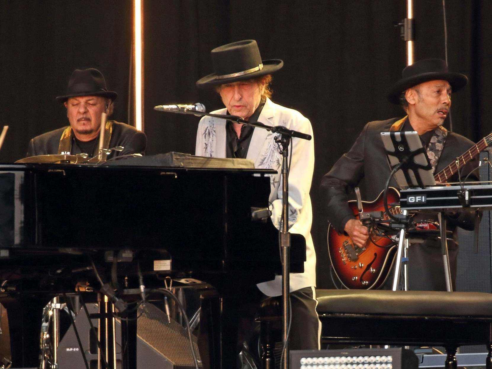 Neil Young and Bob Dylan review, BST Hyde Park: Age was defeated at