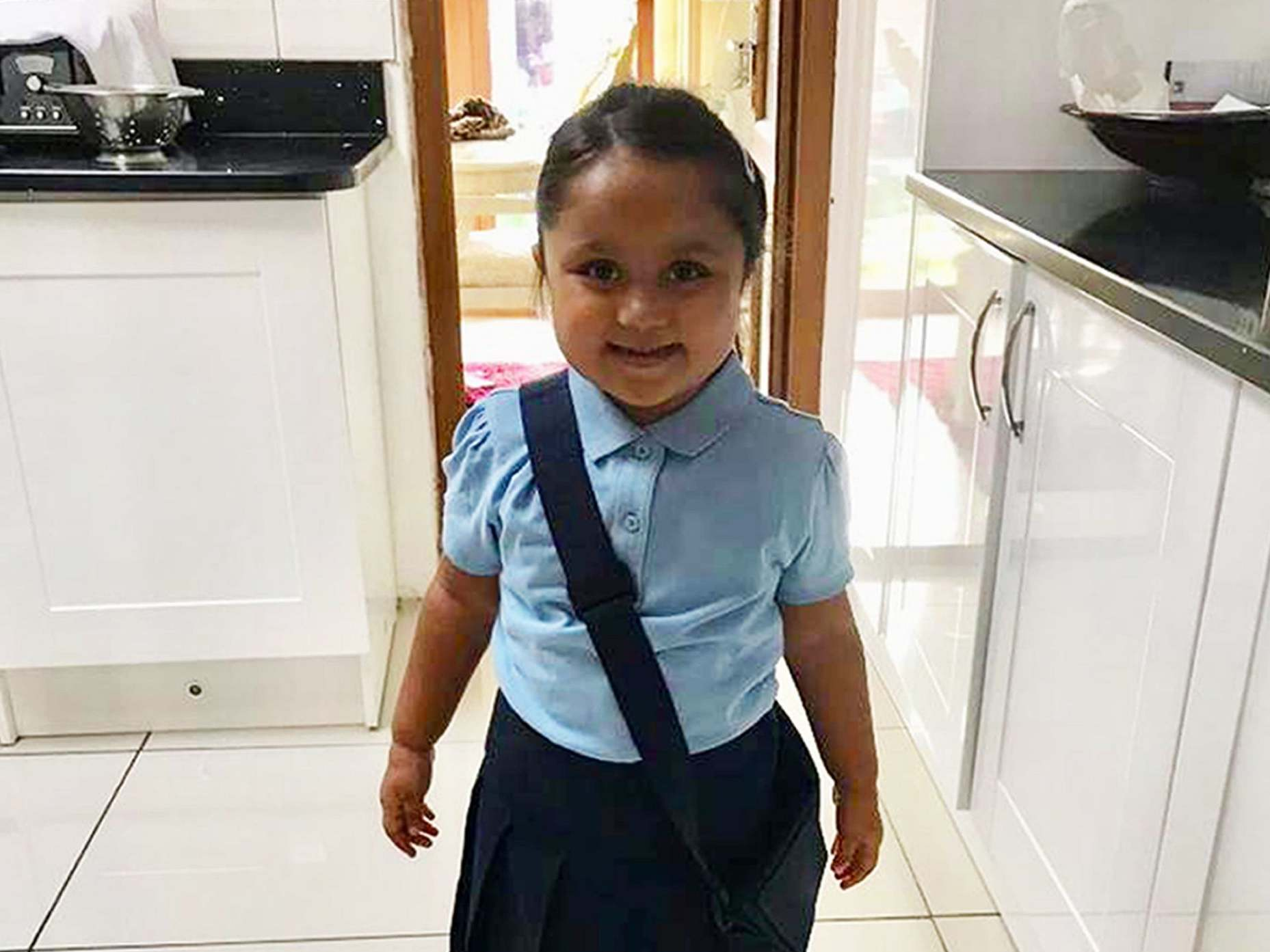 Tafida Raqeeb: Parents of five-year-old who doctors say should be allowed to die fight to take her out of NHS hospital