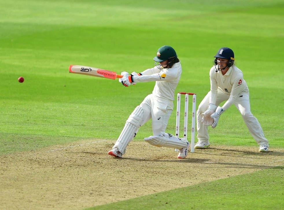 Rachael Haynes hits her 50 for Australia