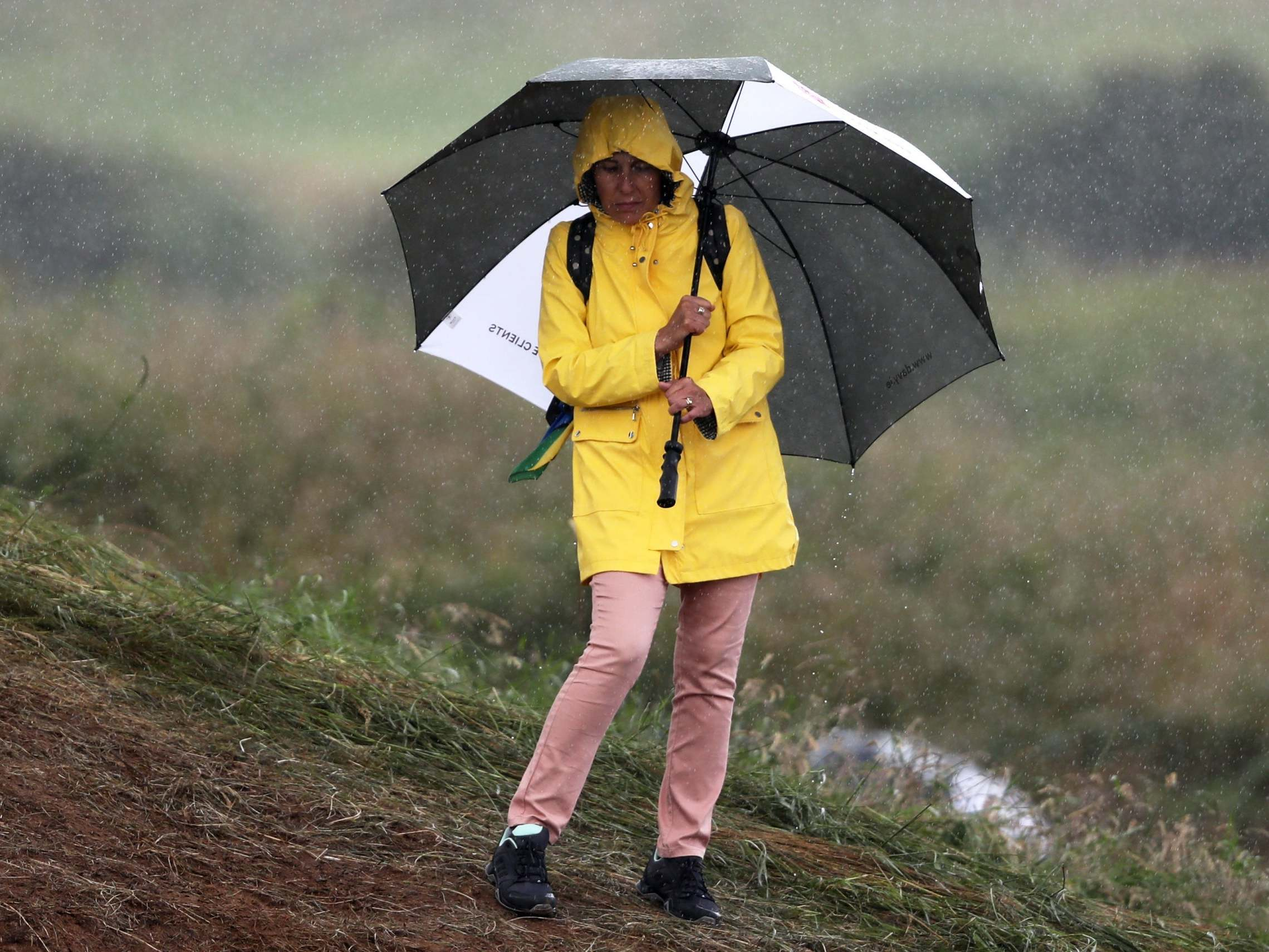 UK weather forecast: Thunderstorms and heavy rain set to sweep across country before scorching temperatures return