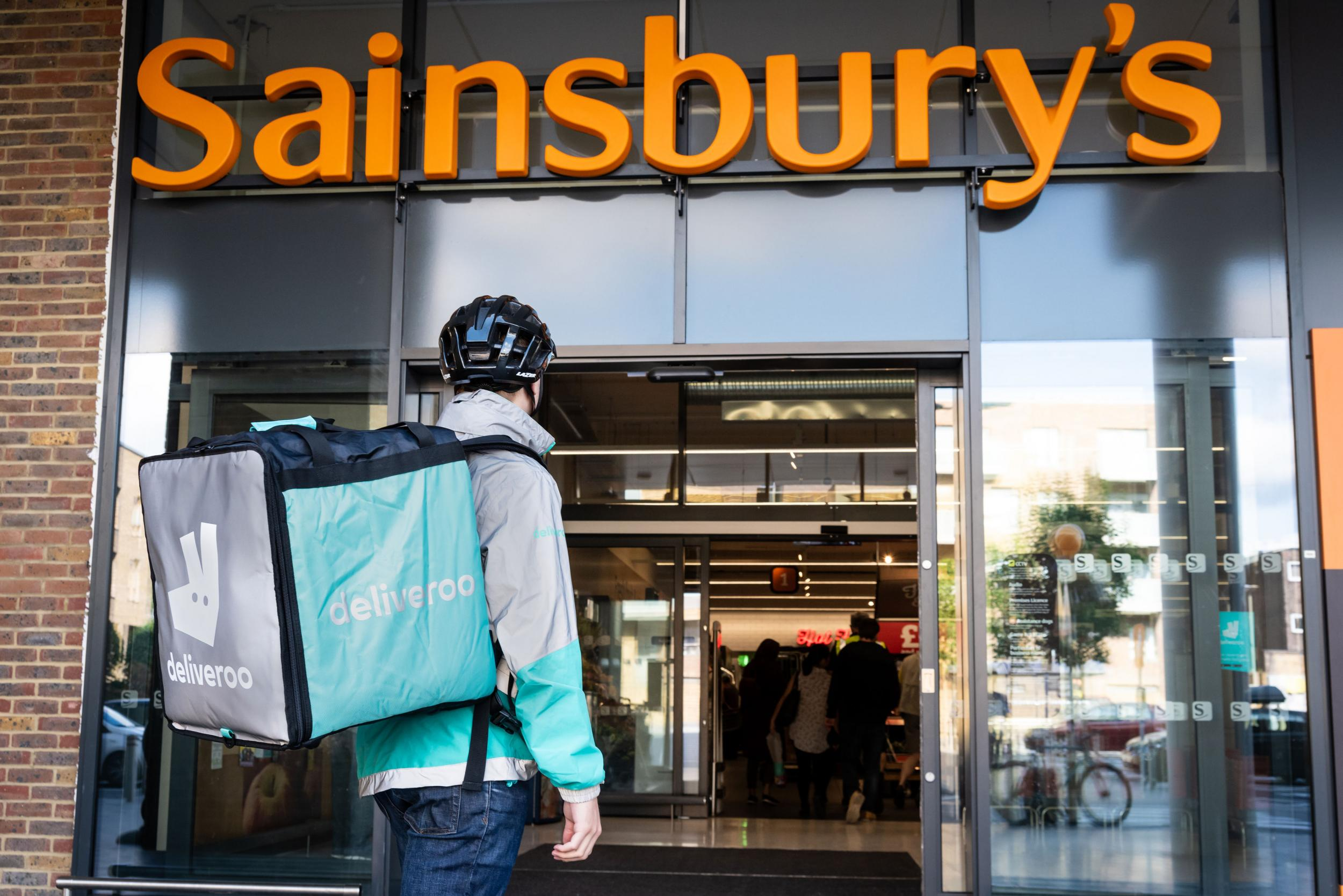 Sainbury's and Deliveroo team up to offer hot takeaways, sweets and dips 1