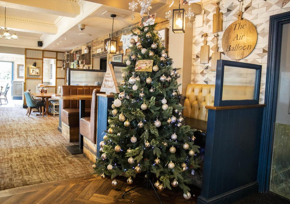 Christmas Point Baxter.Pub Becomes First In Britain To Put Up Christmas Tree In