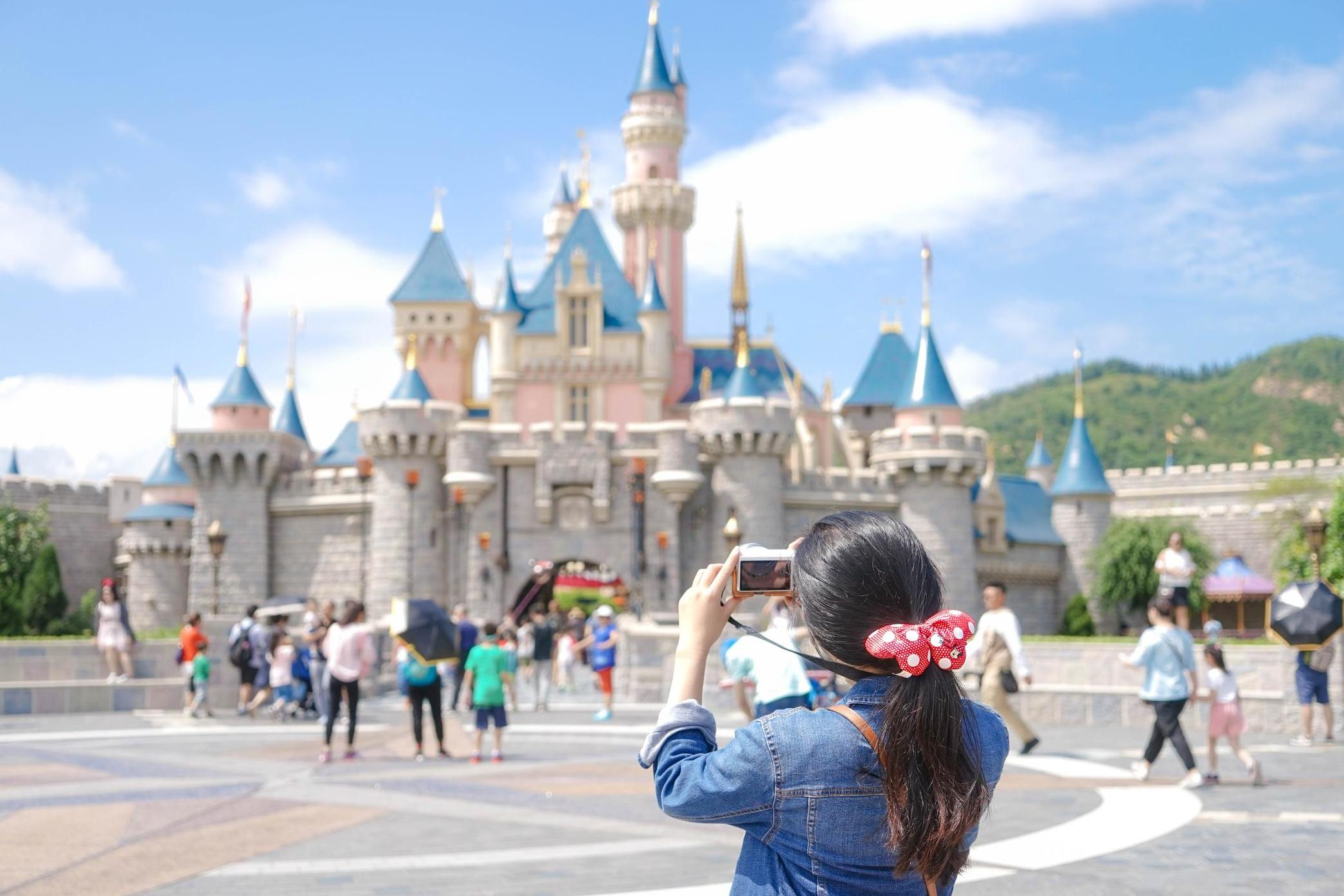 Disney World: Mother says childless millennials should be