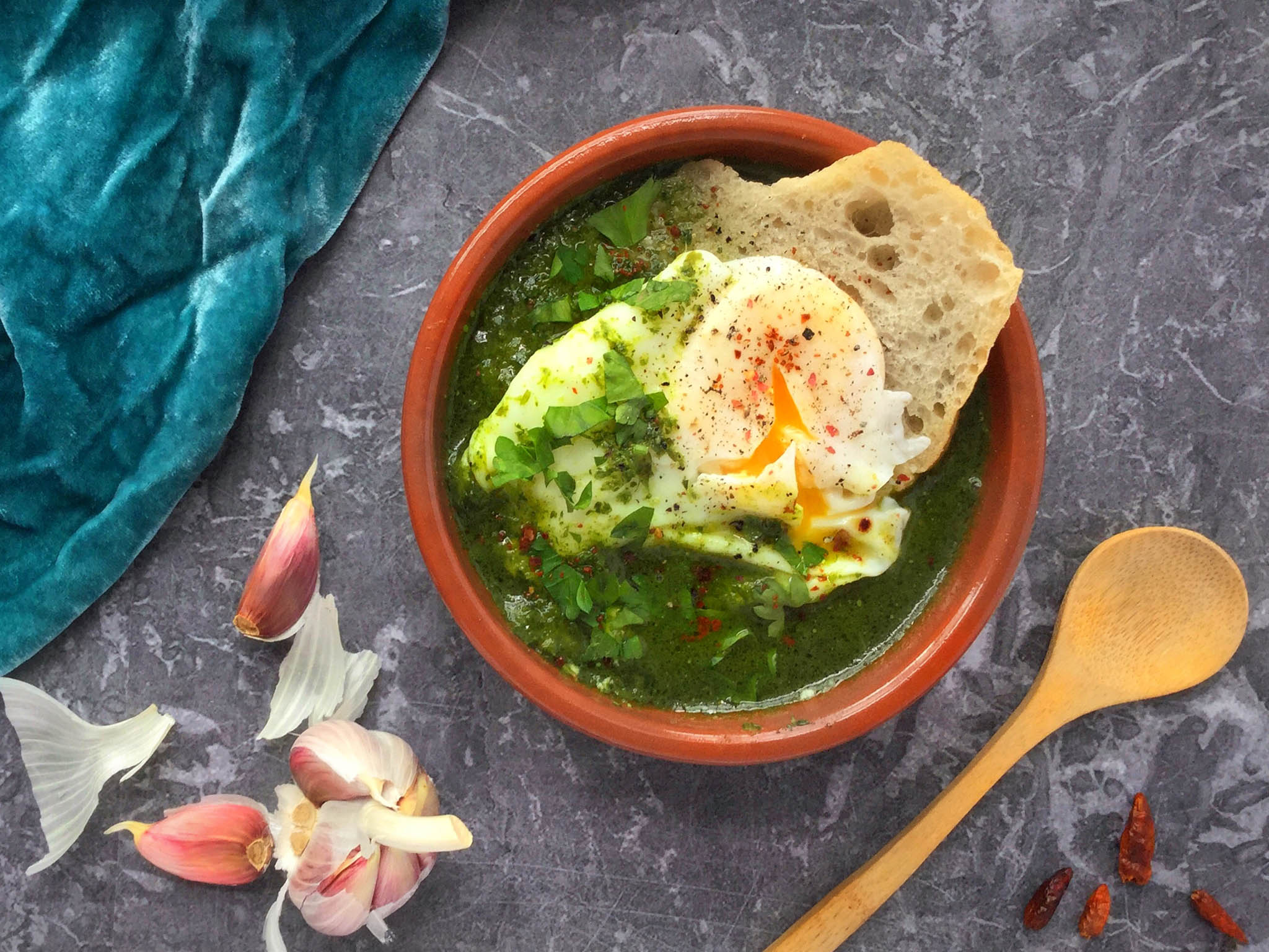 How to make garlic and herb soup with chicken, bread and poached egg 1