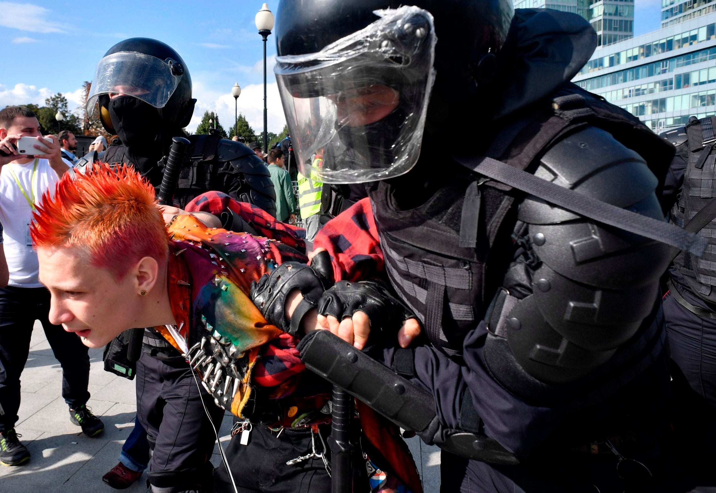 https://static.independent.co.uk/s3fs-public/thumbnails/image/2019/08/03/16/Moscow-protests-15.jpg