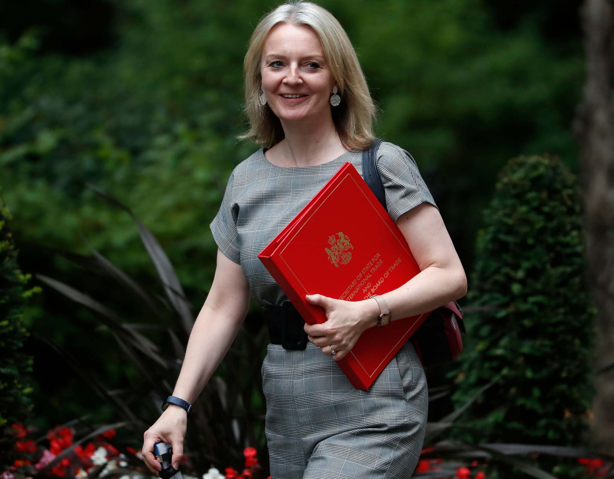 Tory government 'looking at' granting Australians freedom of movement denied to EU citizens after Brexit, cabinet minister Liz Truss says