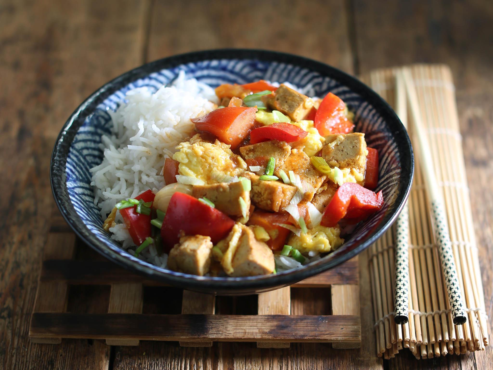 How to make tomato, tofu and egg stir-fry 1
