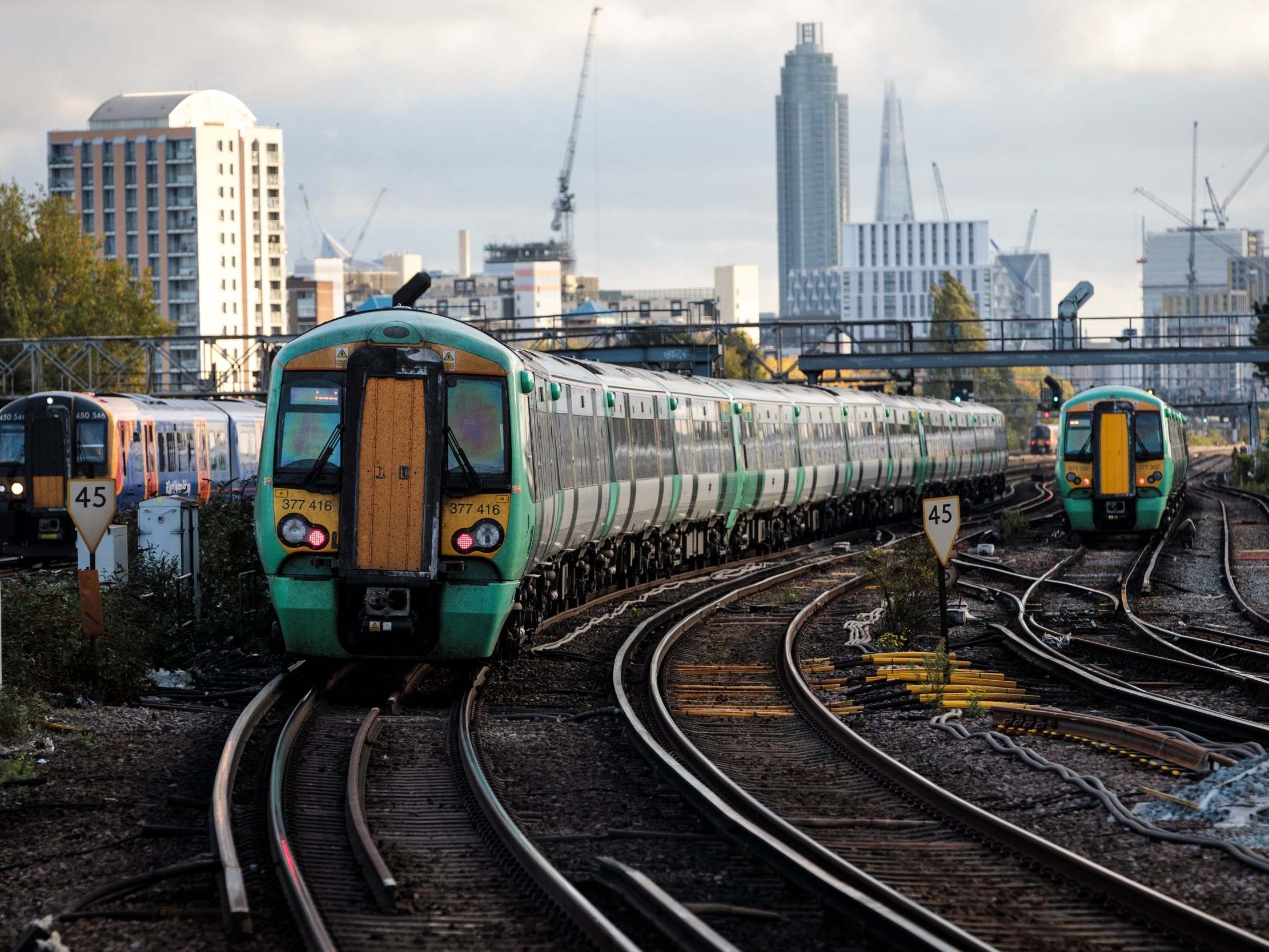 Fire between Clapham Junction and London Victoria causes rush-hour train delays on Southern and Gatwick Express