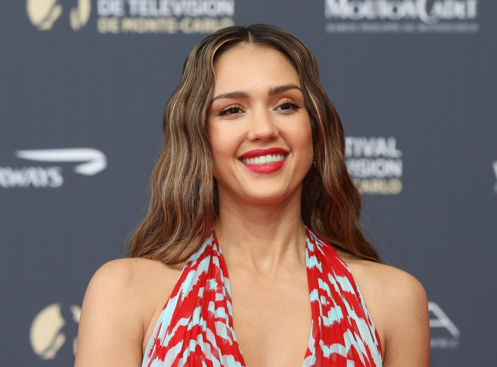 Jessica Alba Gives Zero F Ks What People Think About Her Body The Independent