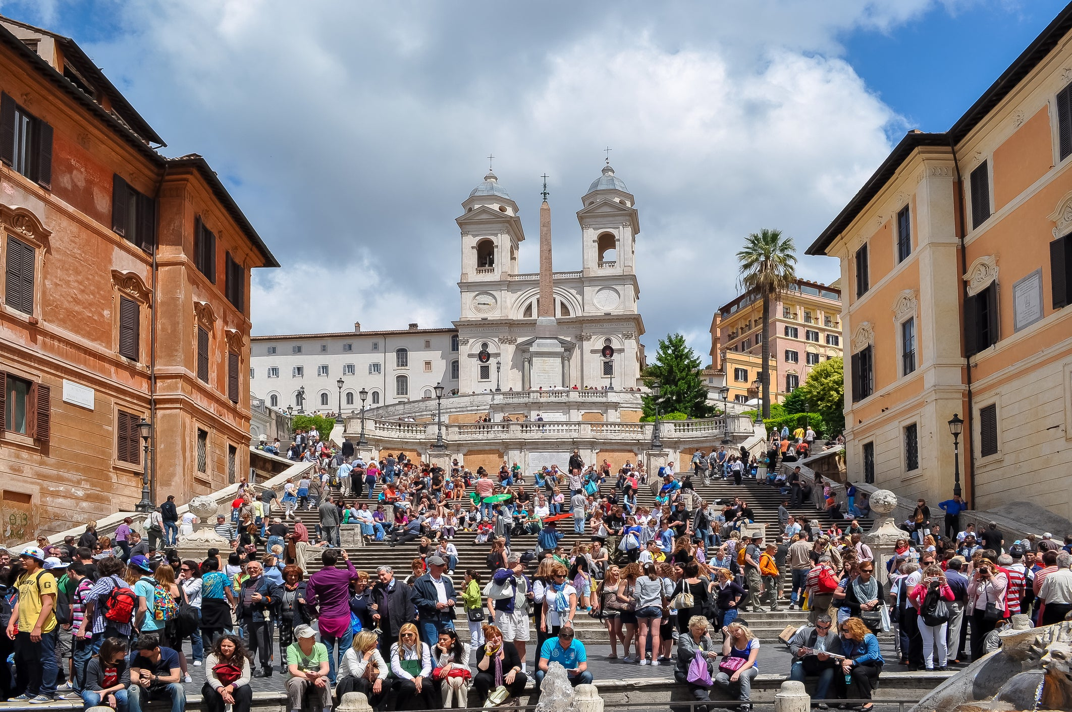 Rome bans people sitting down on famous landmarks