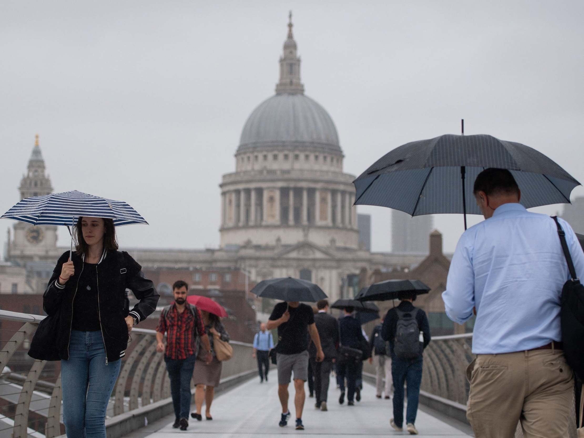 UK weather forecast: Gales and thunderstorms on way this weekend, warns Met Office