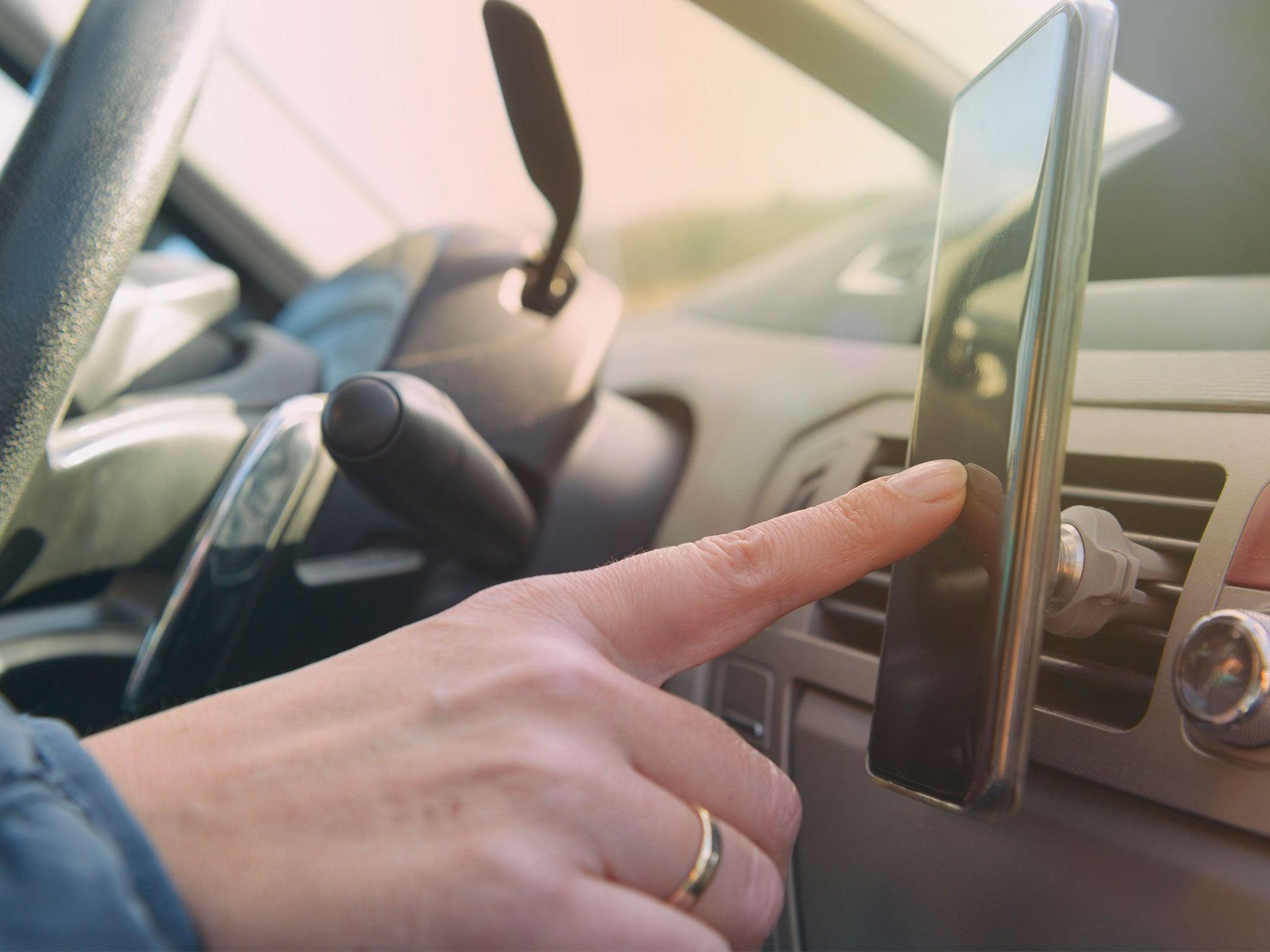 Ban drivers making hands-free phone calls, say MPs