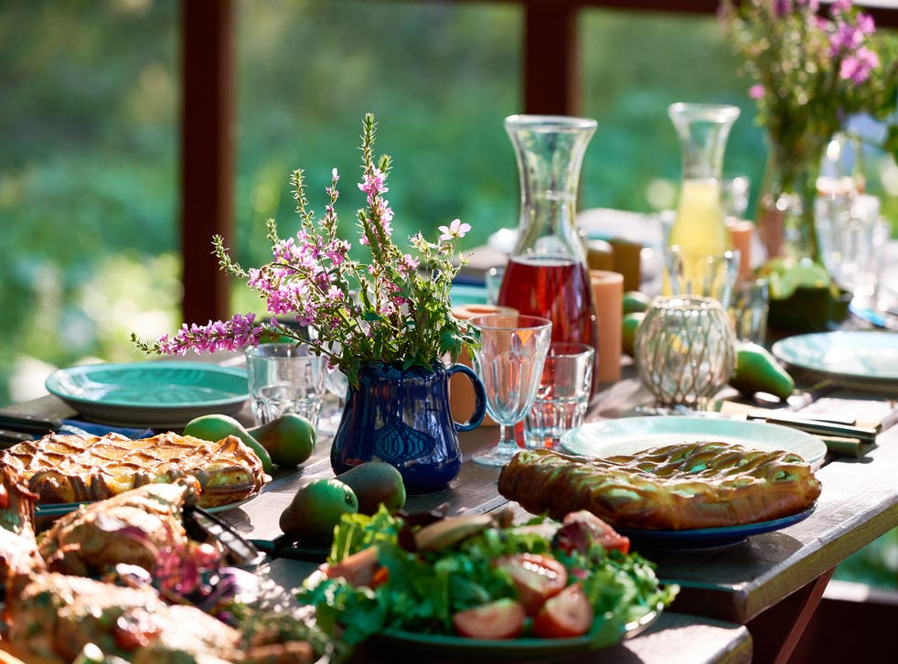8 top tips on how to throw a garden party by a planner | The Independent
