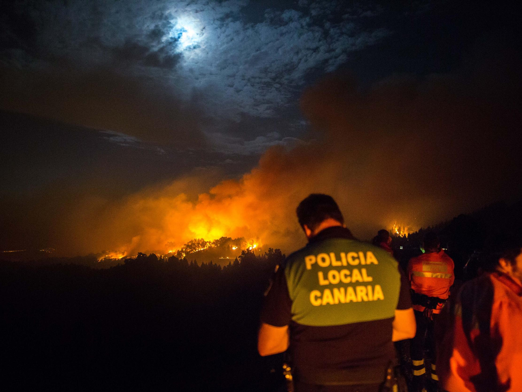 Gran Canaria wildfires see hotels evacuated as thousands flee