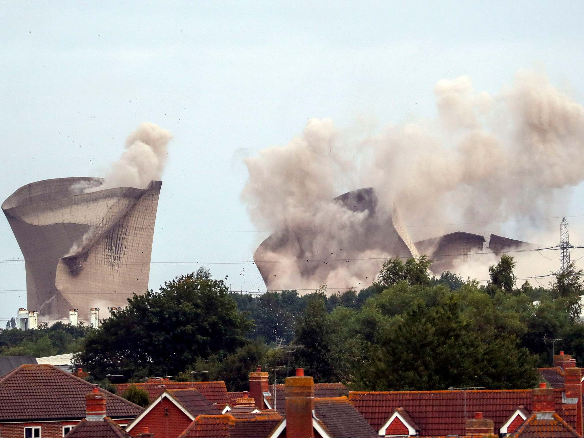 Power cut hits thousands moments after power station demolished