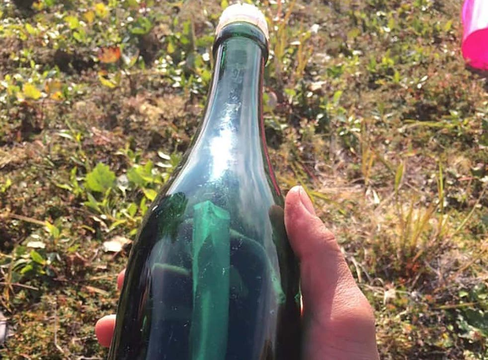 Tyler Ivanoff discovered a message in a bottle wrtitten by a Cold War Russian sailor in 1969 washed ashore near Shishmaref, in Alaska.