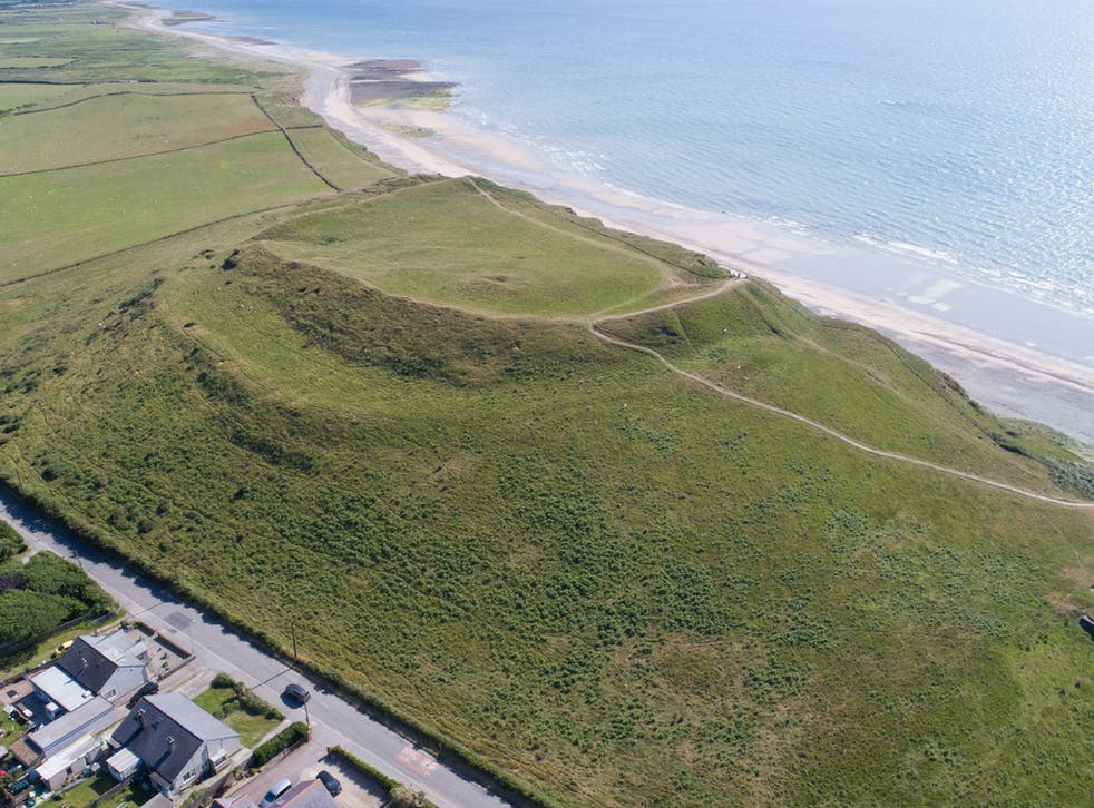 The hill fort overlooks the sea and the Caernarfonshire coastal plain, but is threatened by erosion and the impacts of climate change