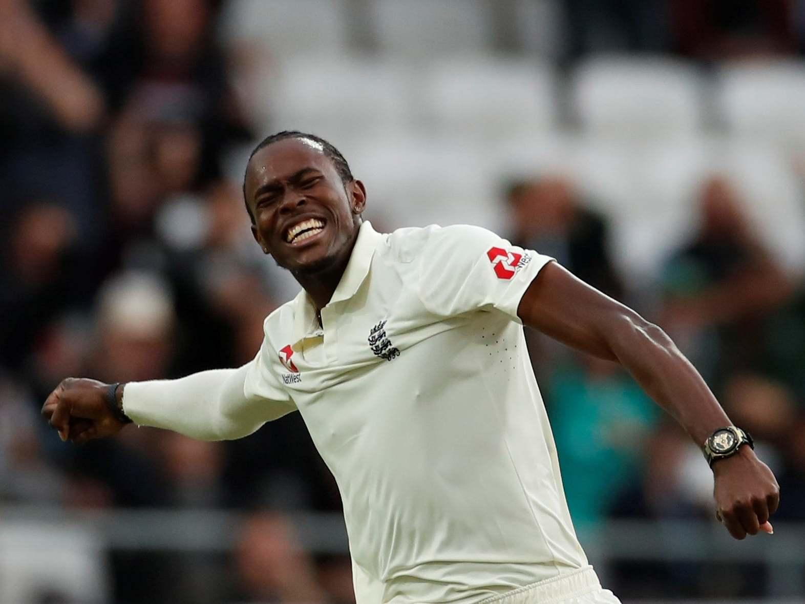 Ashes 2019: Jofra Archer embraces Headingley support after tearing apart Australian batting order in third Test