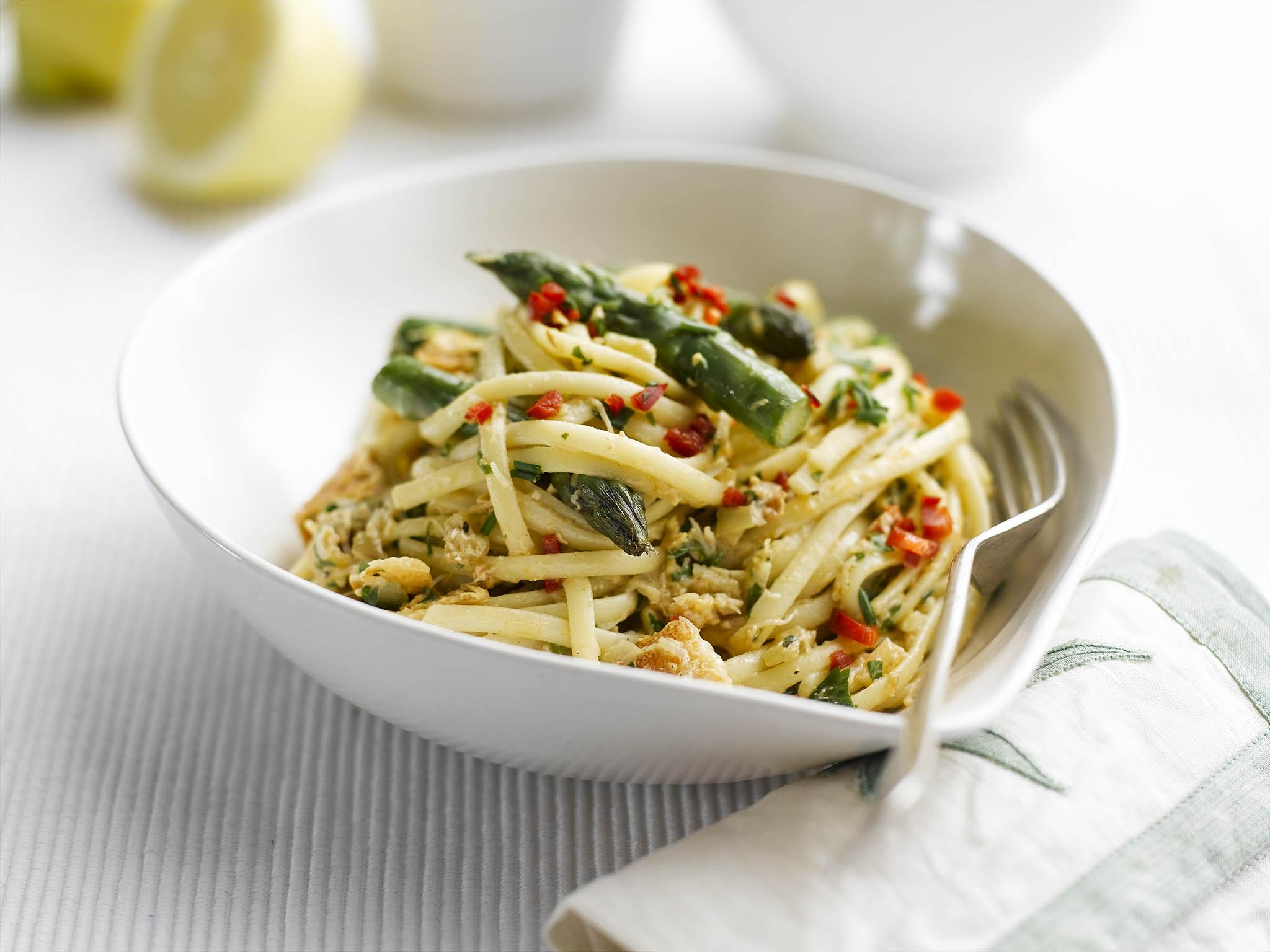 How to make asparagus and crab linguine, with parsley and lemon butt…
