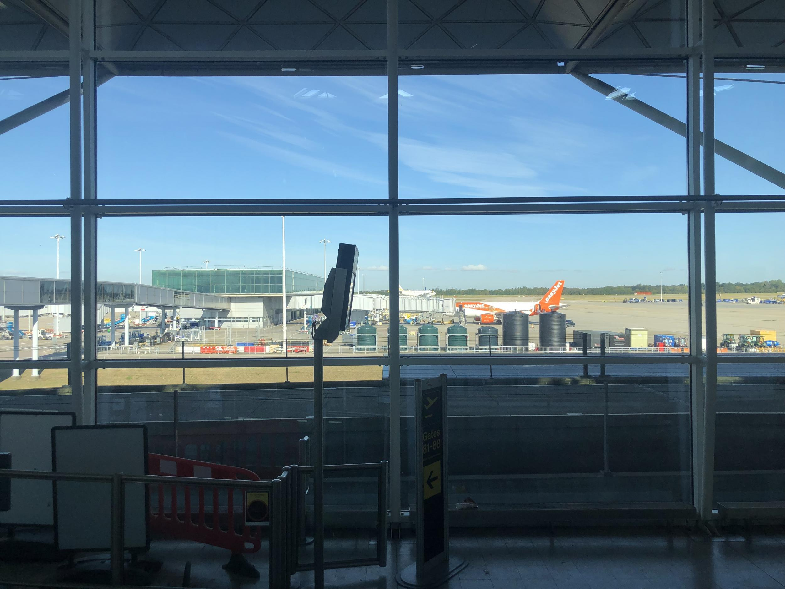 Thousands of easyJet passengers grounded on second day of flight cha…