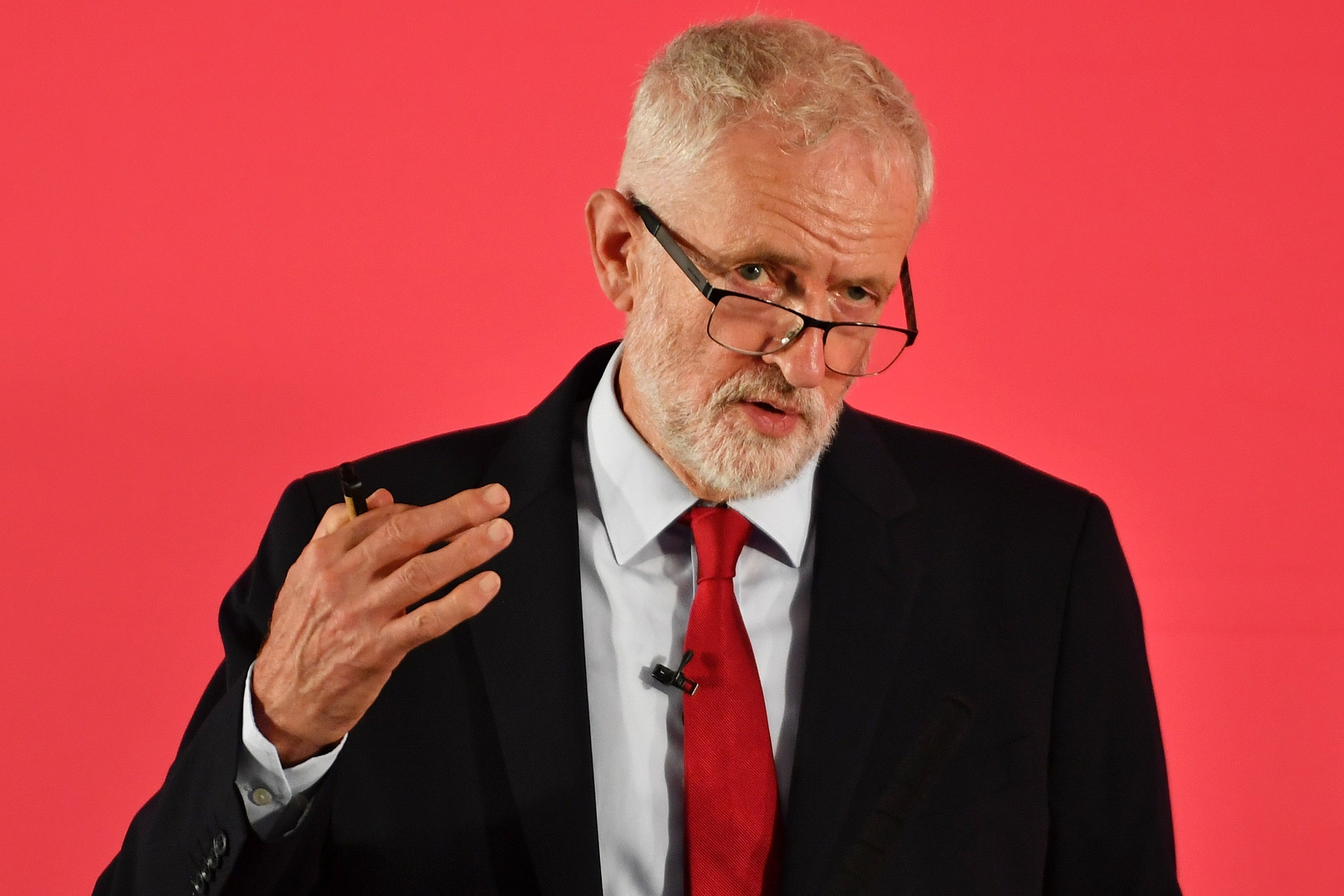Jeremy Corbyn announces plans to let staff prosecute bosses and £10 minimum wage in 'biggest extension of workers rights' in British history