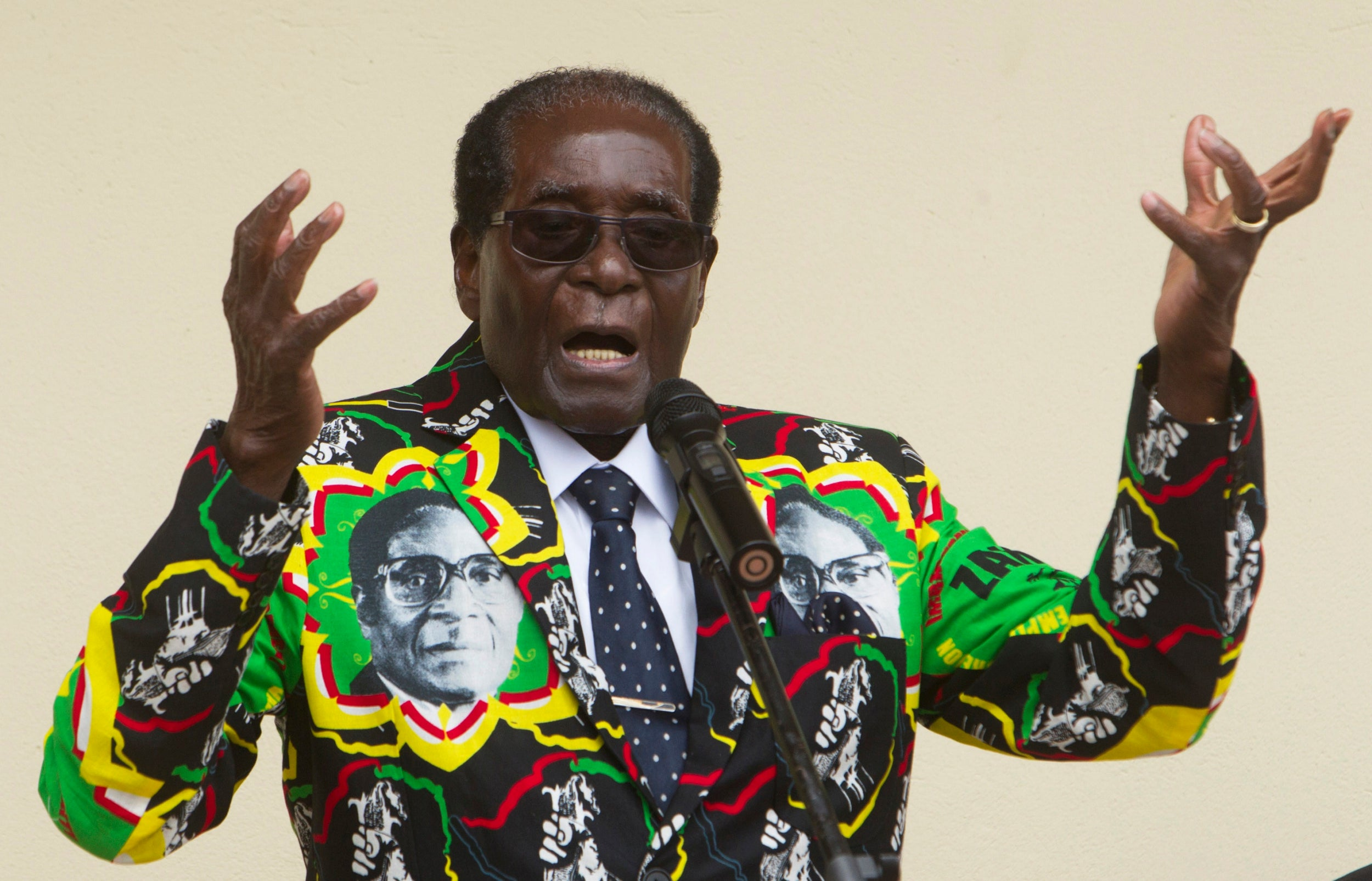 Robert Mugabe: Zimbabwean independence leader who lost touch with his people