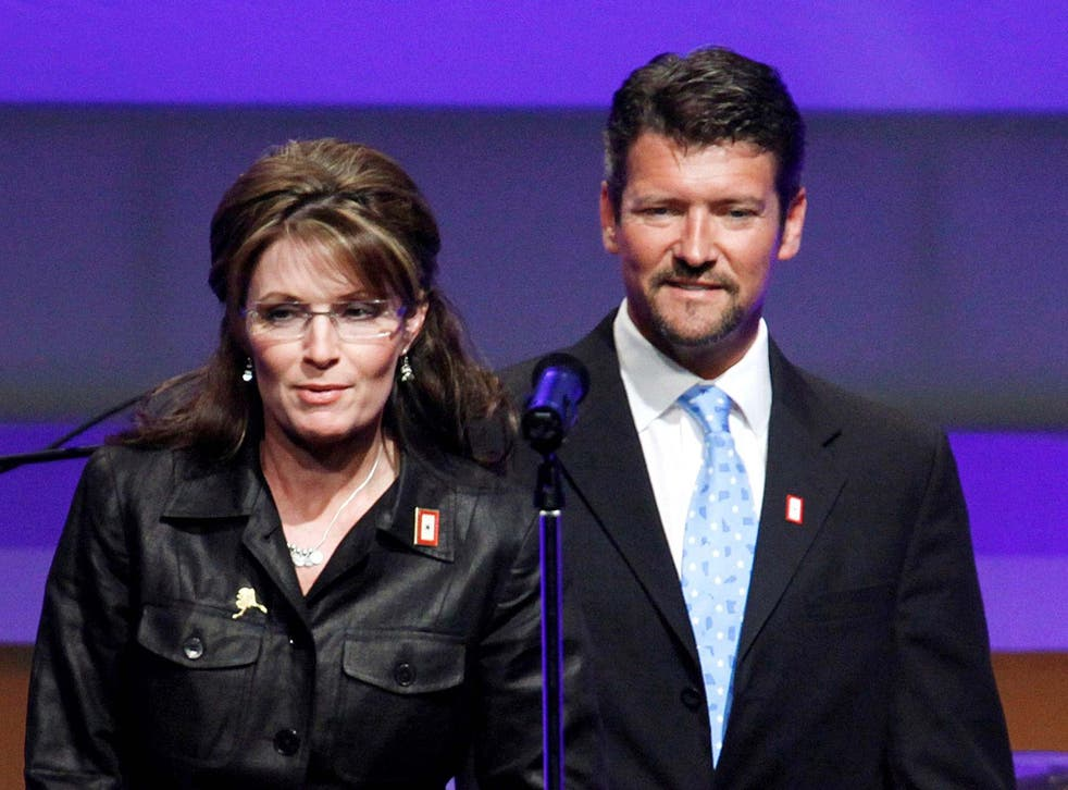 Court documents appear to show that the husband of former Alaska governor and 2008 Republican vice presidential nominee Sarah Palin is seeking a divorce.
