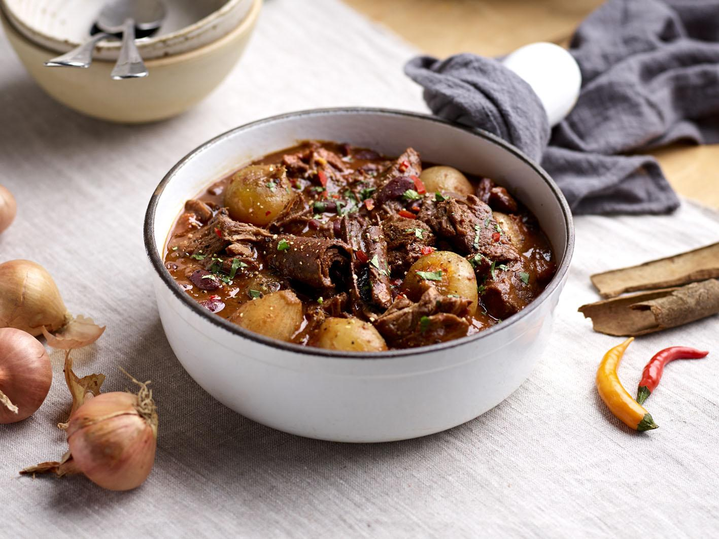How to make slow-cooker chuck beef and shallot chilli 1
