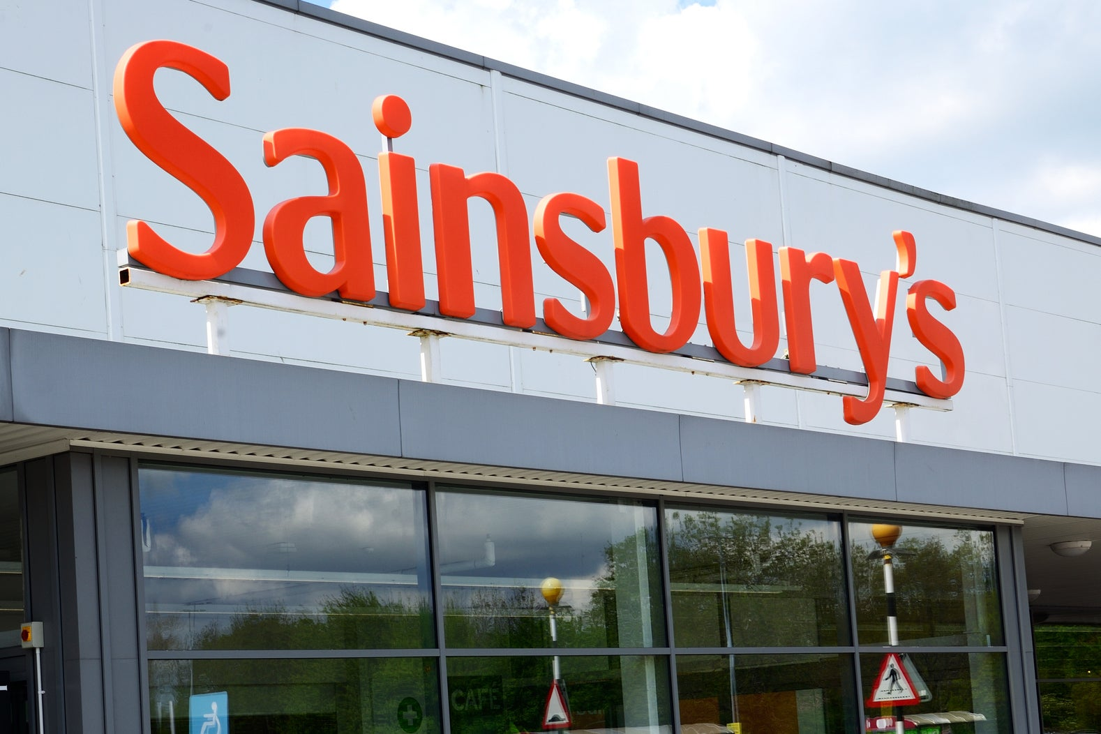 Sainsbury's announces plan to halve plastic packaging by 2025