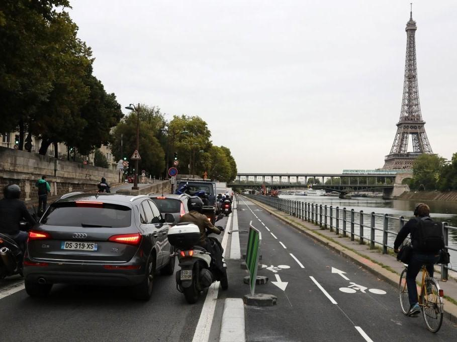 Paris suffers 380km of traffic jams amid biggest strike in 12 years