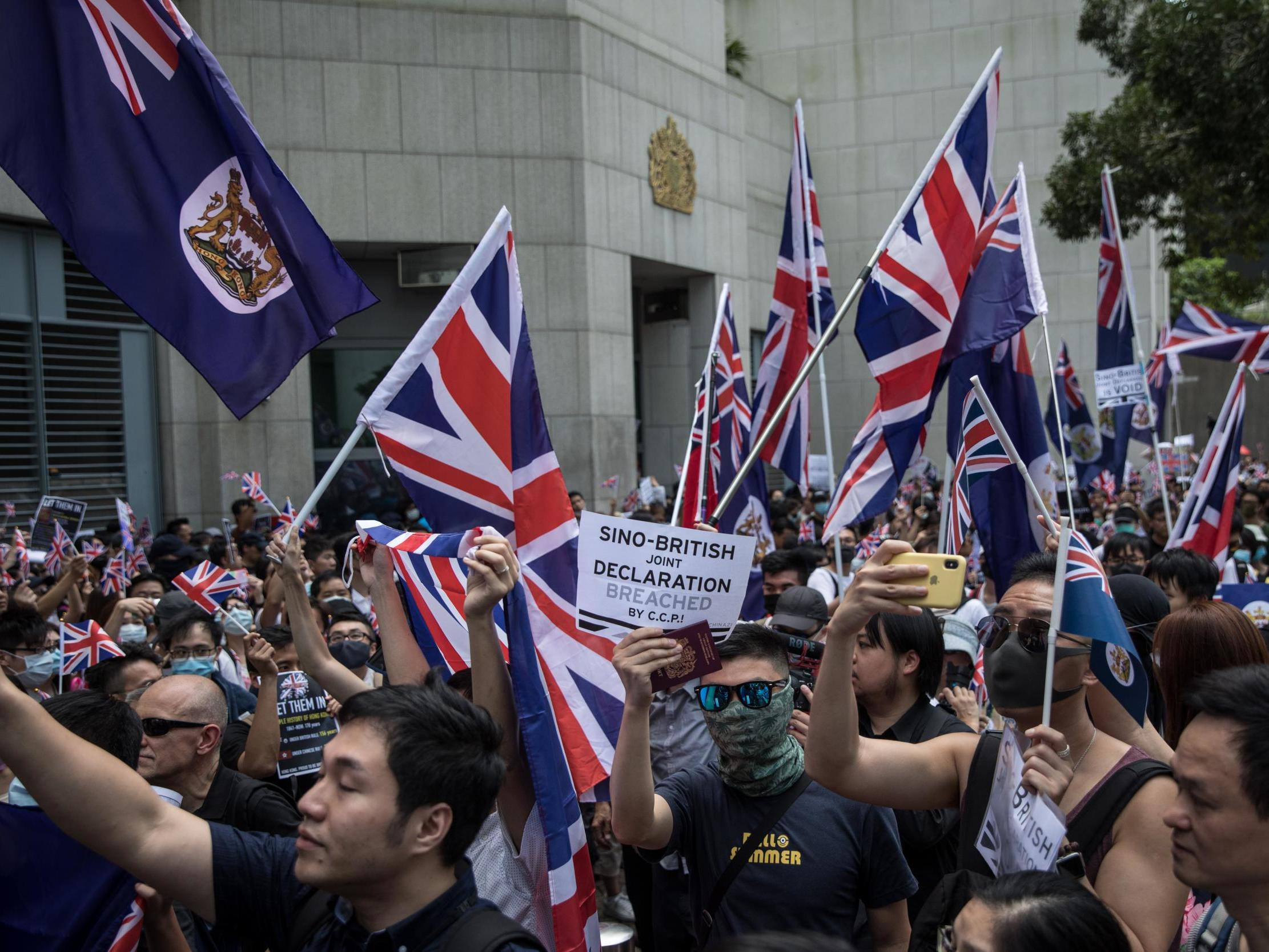 Hong Kong: Protesters sing God Save the Queen as violence erupts at anti-China demonstrations again