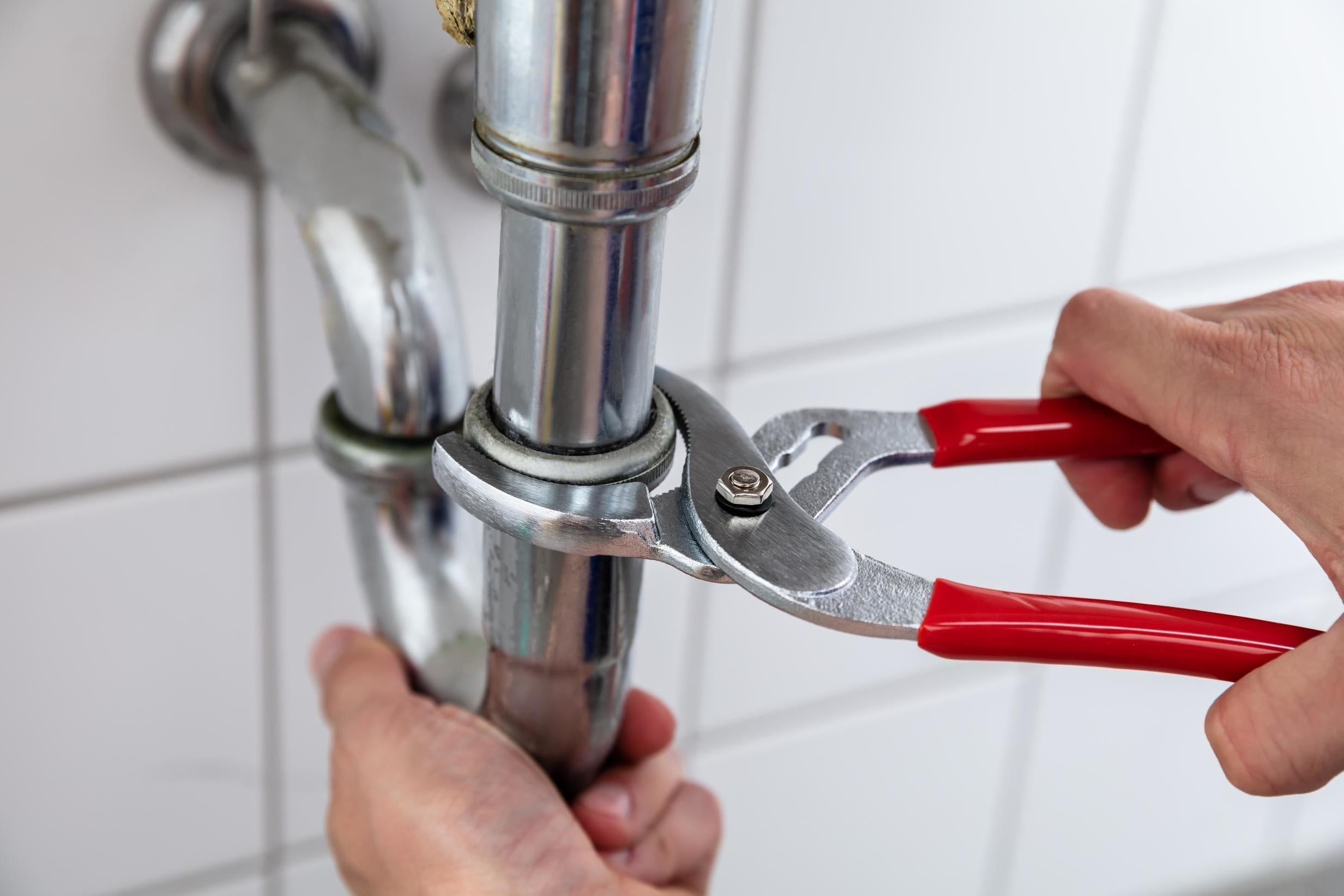 Plumber praised for invoicing 91-year-old a bill for £0
