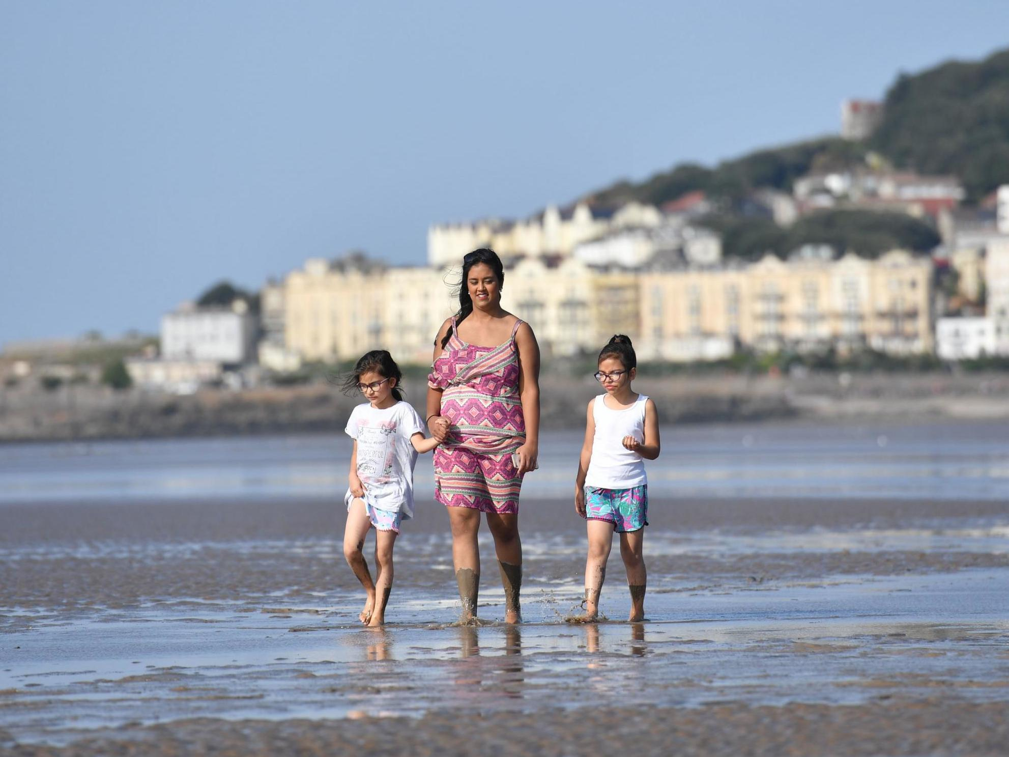 UK weather: Britain basks in last of summer sun as temperatures top 27C