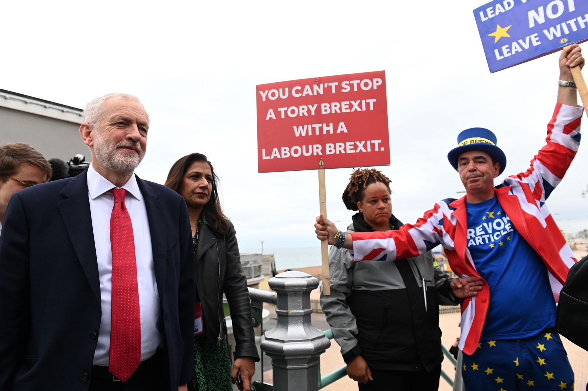 Labour leadership accused of 'stitch-up' over Brexit stance as row e…