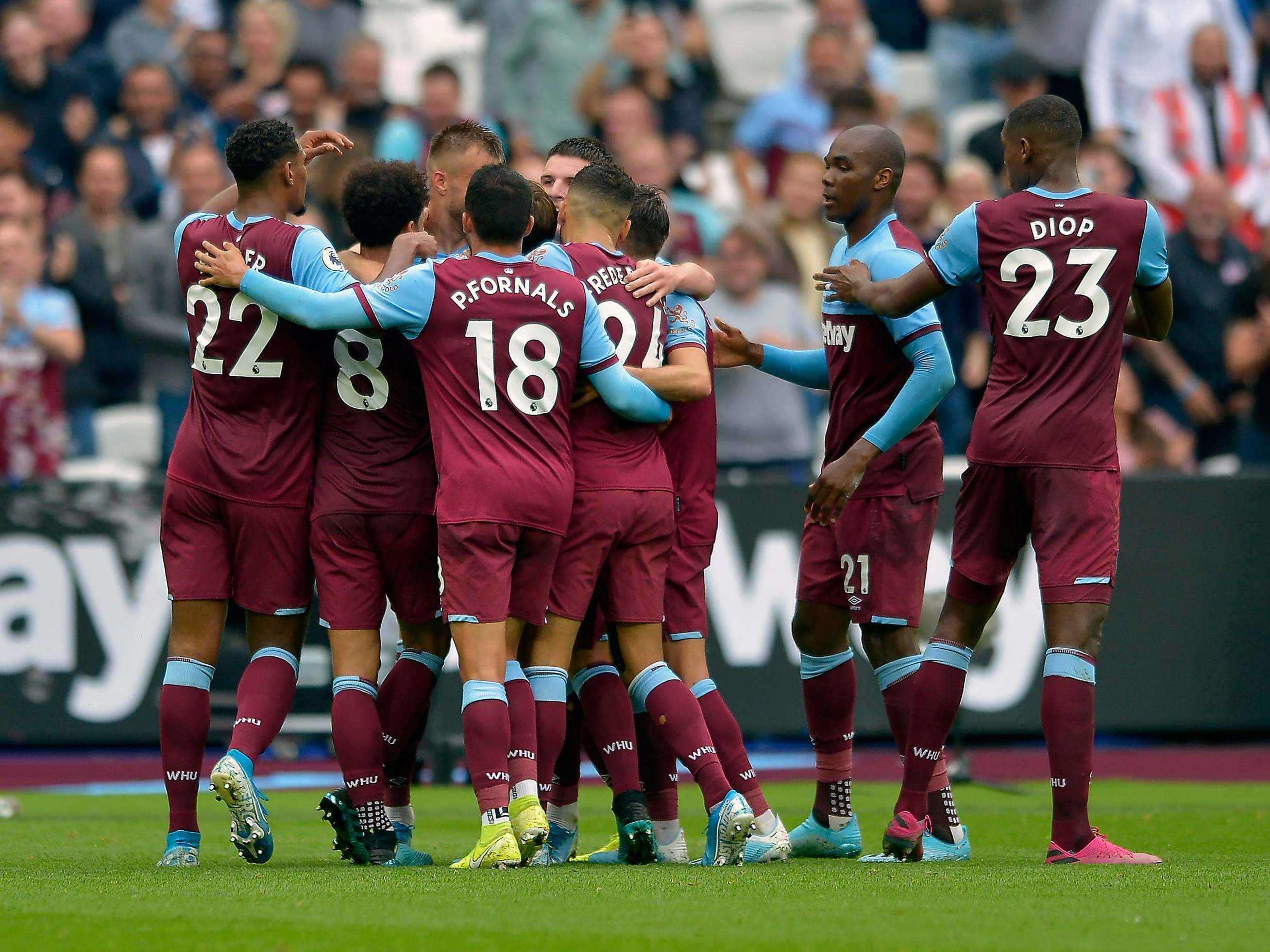 West Ham vs Manchester United result: Aaron Cresswell and ...