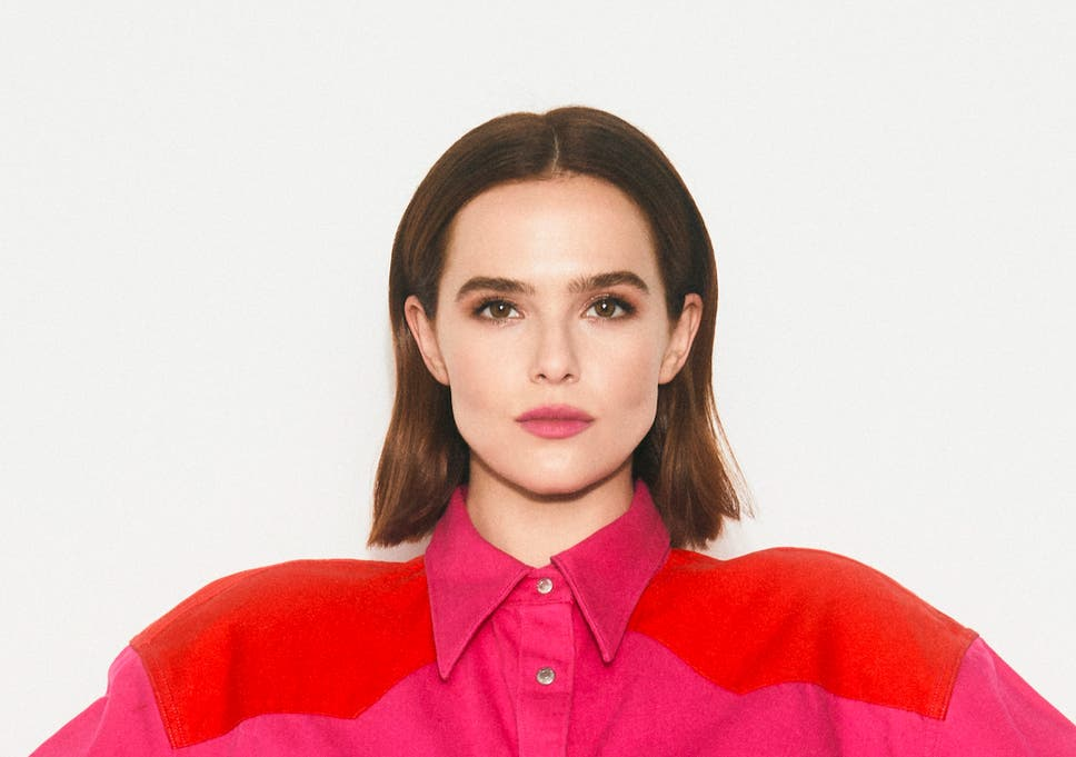 Zoey Deutch On The Politician Playing Three Dimensional