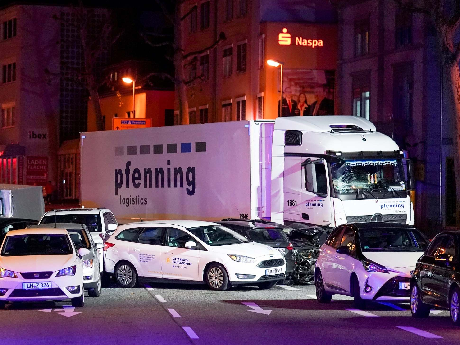 Germany lorry attack: Police investigate possible terrorist motive after eight injured in Limburg crash