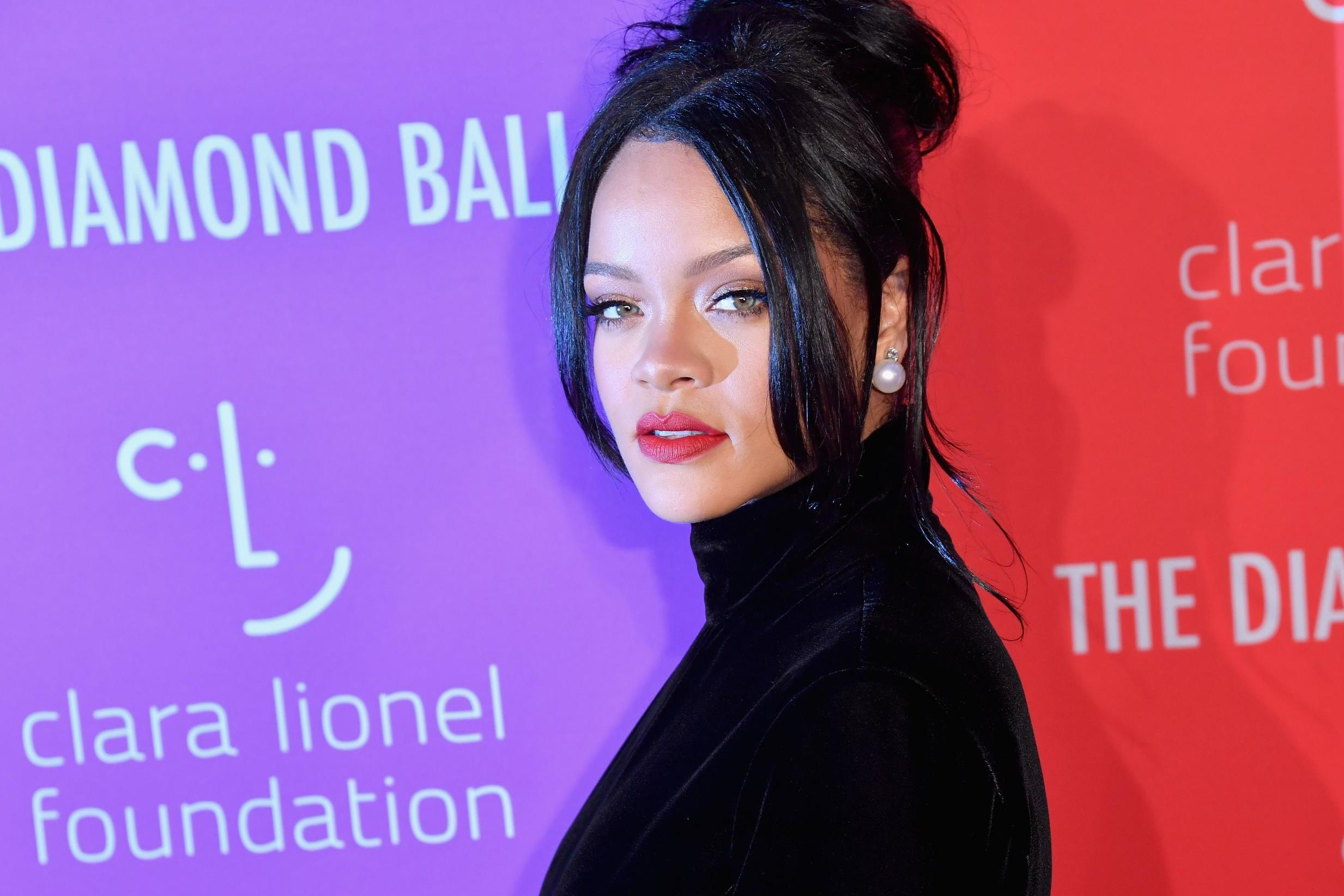 Rihanna says she turned down Super Bowl gig over Colin Kaepernick controversy