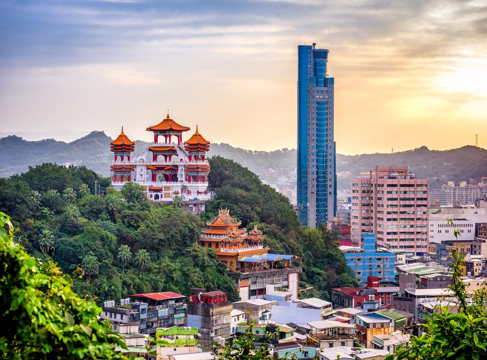 The Keelung cityscape and temples at dusk