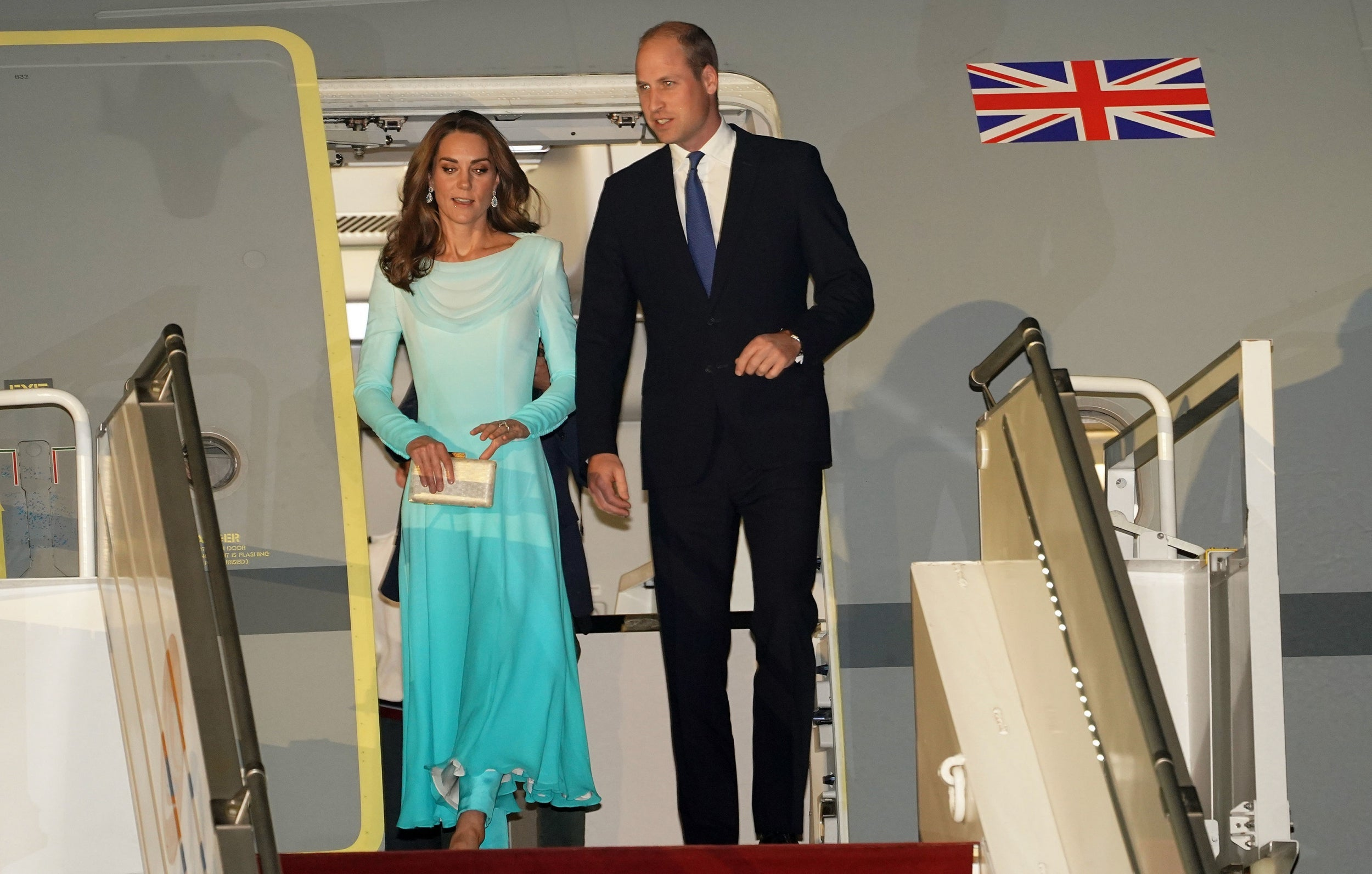 Prince William and Kate's flight aborts landing twice after severe t…