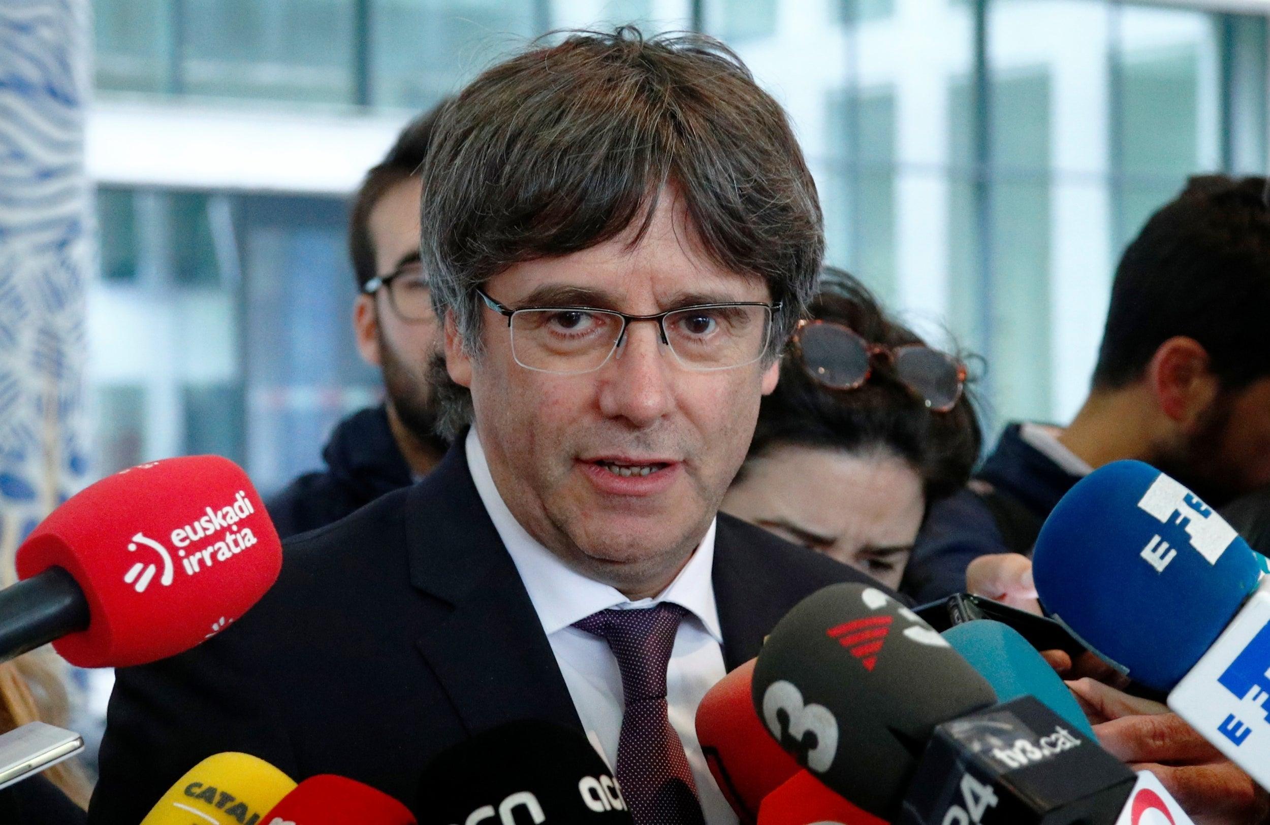 Carles Puigdemont: Former Catalan leader hands himself in to Belgian authorities