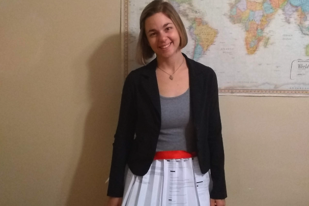 Doctoral student wears skirt made of rejection letters to defend dis…