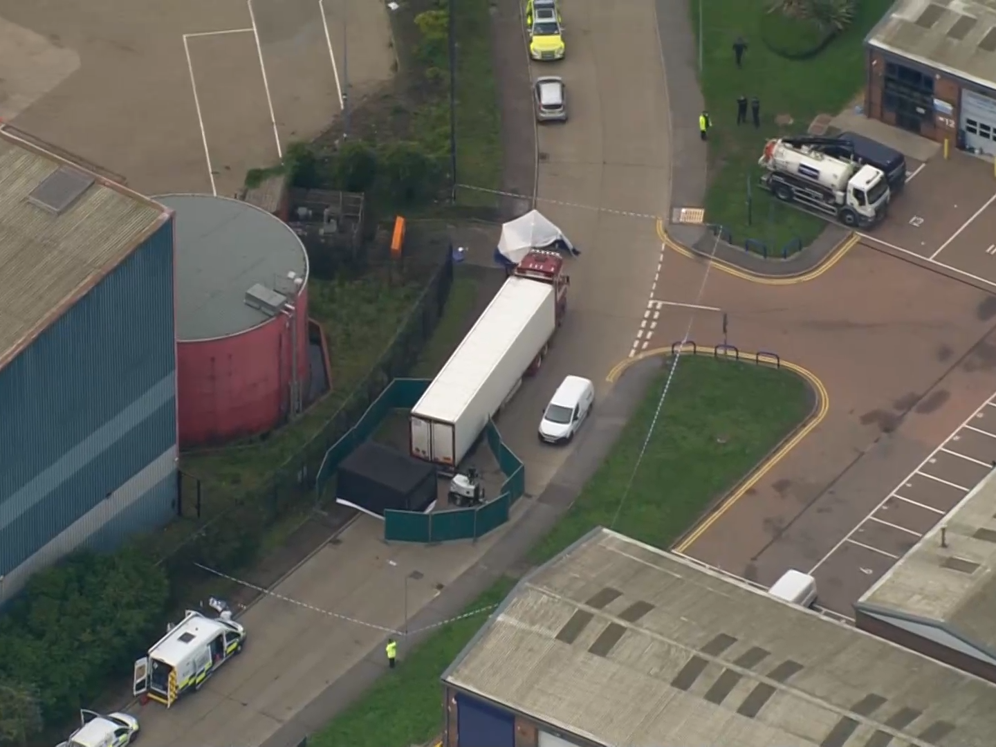 39 bodies found in a lorry container in Essex