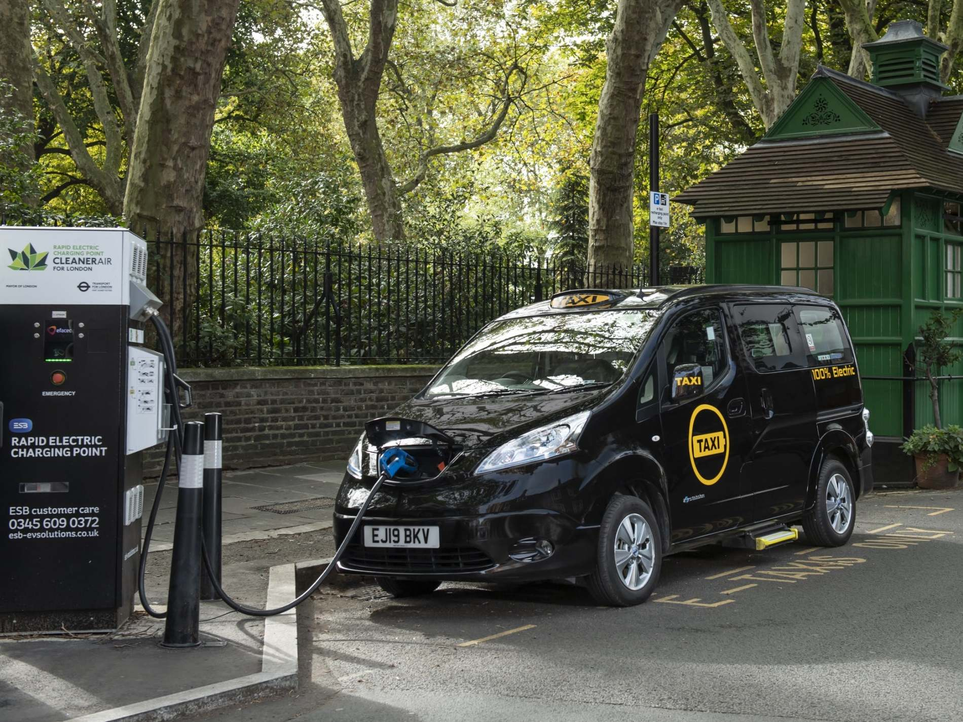 London gets first fully electric taxi since 1899