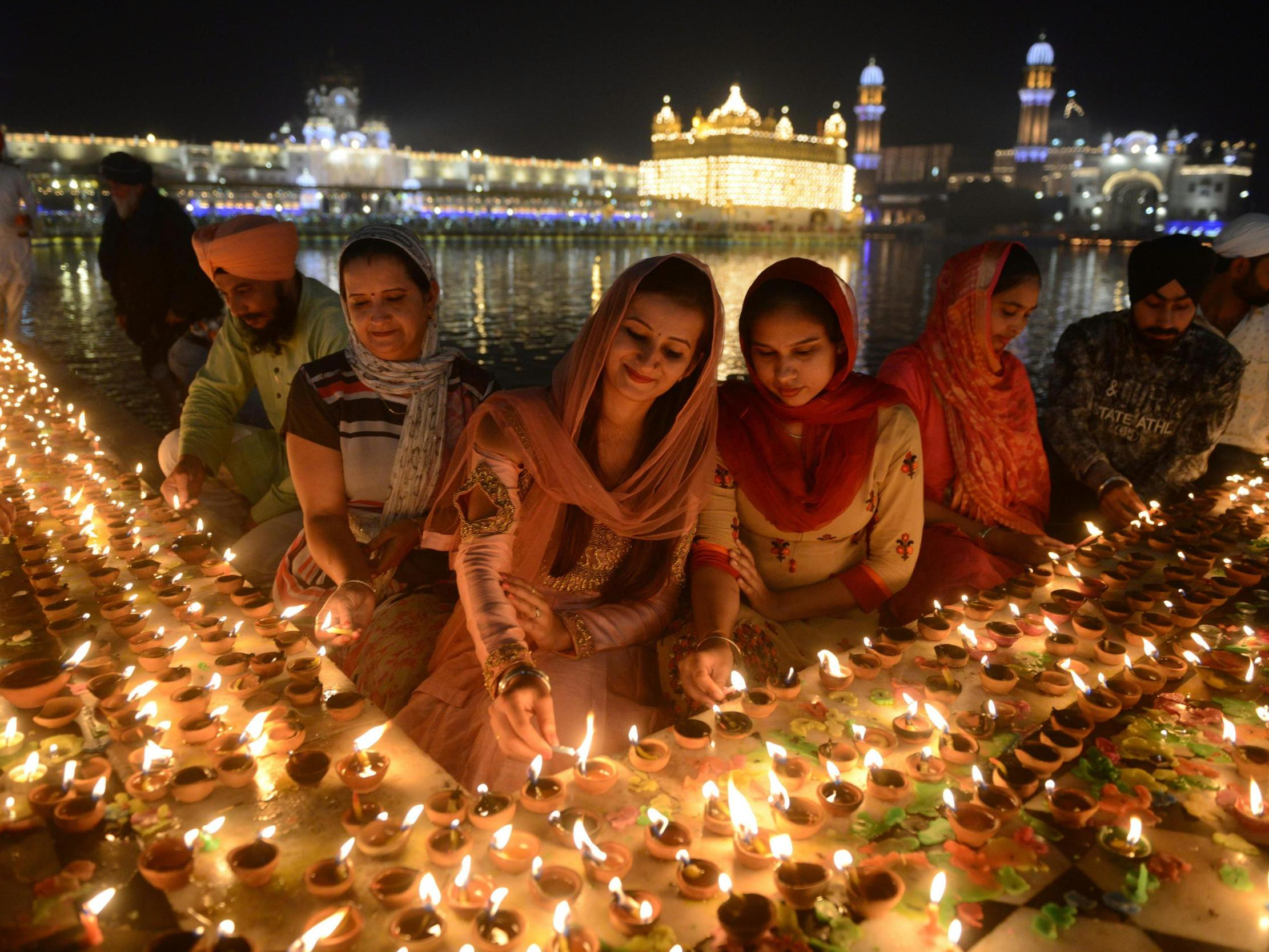 Essay on Diwali in English for Kids & Students of Class 1, 2, 3, 4, 5, 6, 7, 8