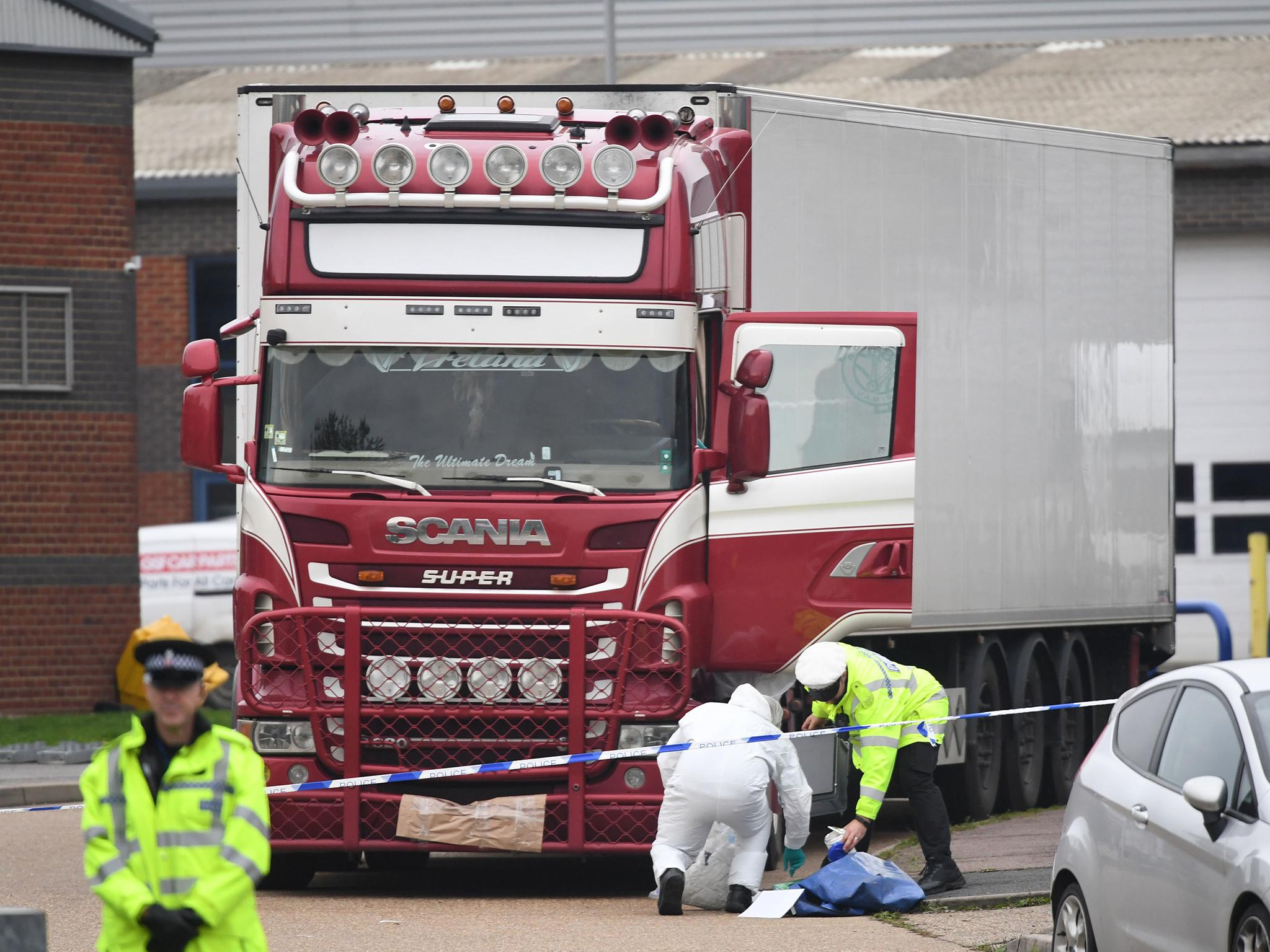Essex lorry deaths: Police probe 'wider conspiracy' amid claims victims had travelled from Vietnam in people-trafficking 'convoy'