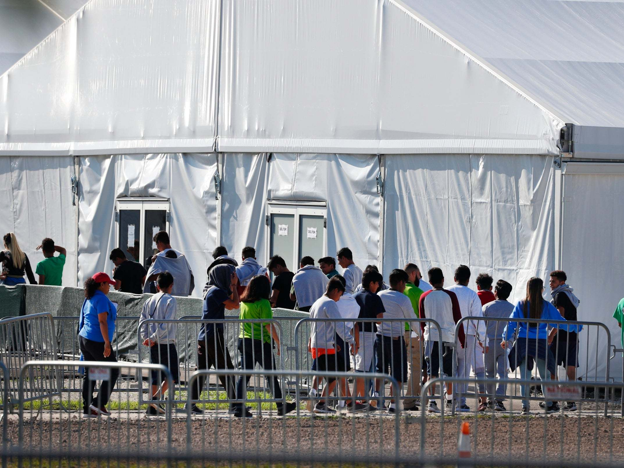 Child migrant detention centre in Florida closed after becoming flashpoint in US immigration debate